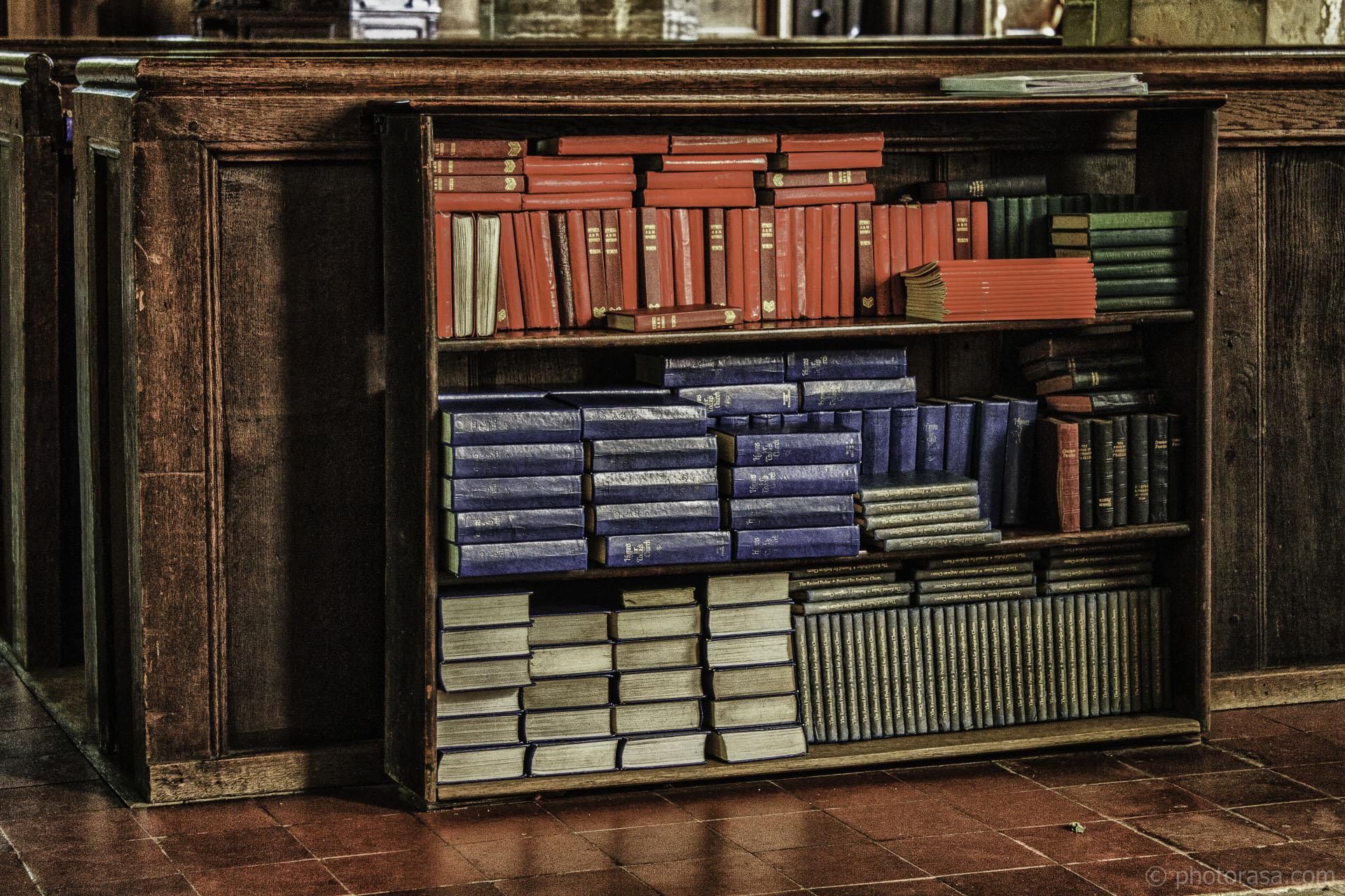 https://photorasa.com/st-marys-church-in-chiddingstone/bookshelf-with-prayer-books/