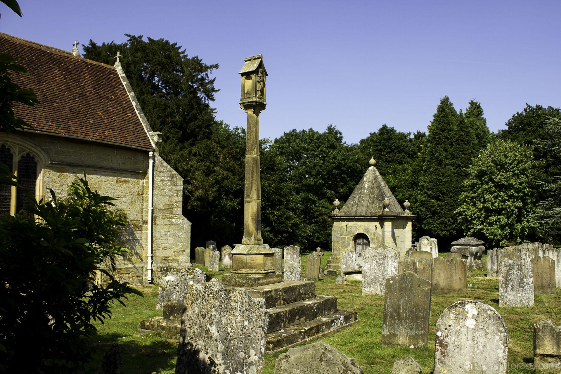 https://photorasa.com/st-marys-church-in-chiddingstone/churchyard-at-saint-marys/