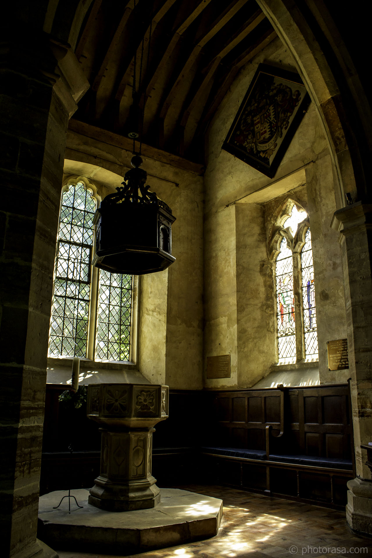 https://photorasa.com/st-marys-church-in-chiddingstone/font-and-windows/