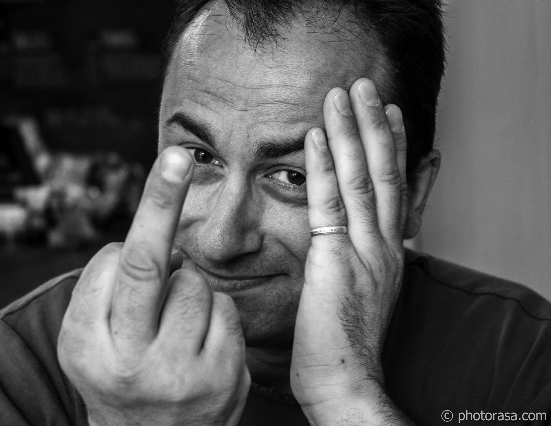 https://photorasa.com/joe/the-finger/
