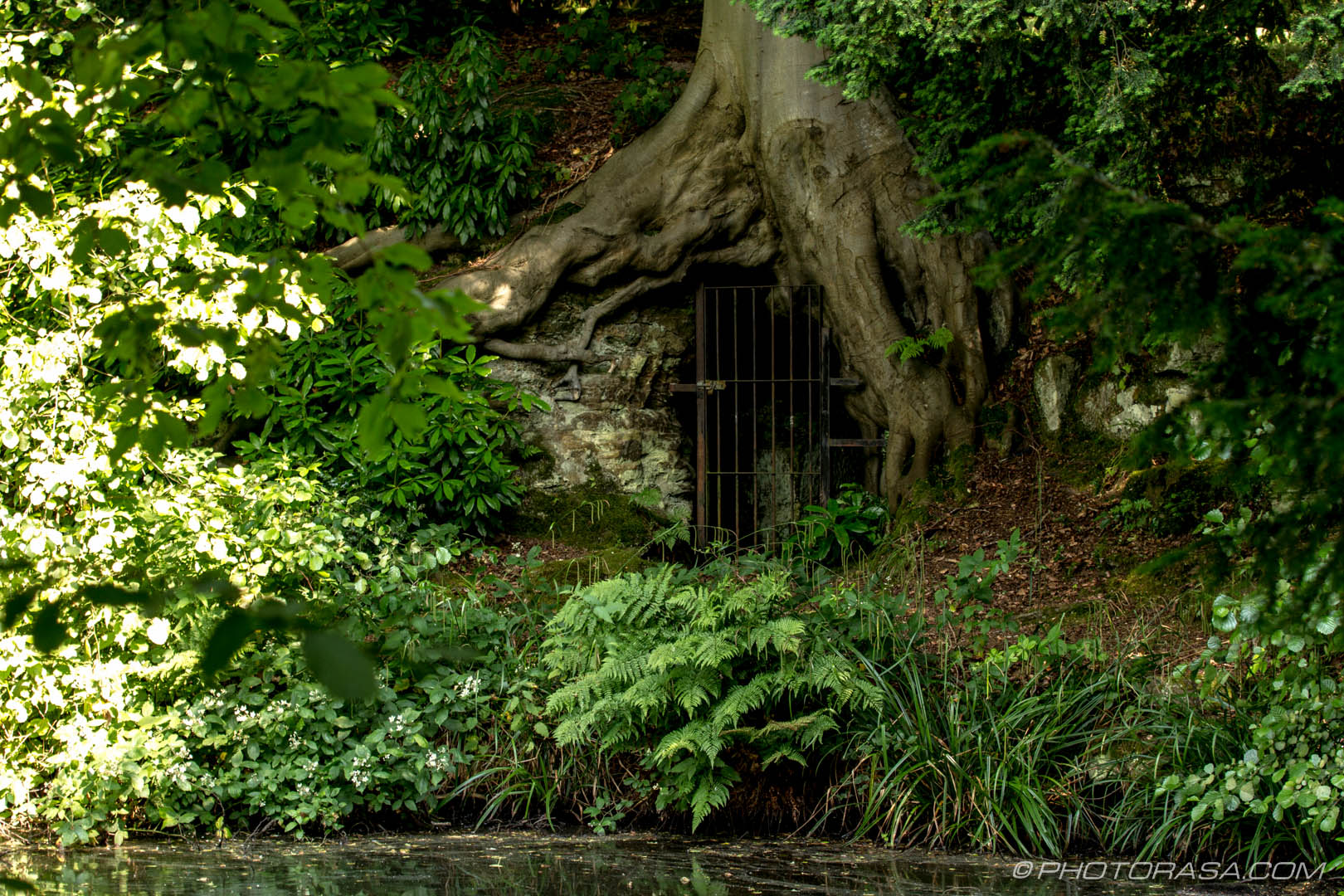 http://photorasa.com/chiddingstone-castle/hobbit-hole/