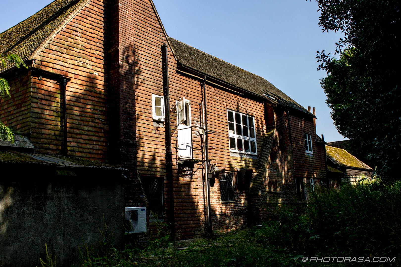 http://photorasa.com/chiddingstone-castle/side-of-castle-inn/