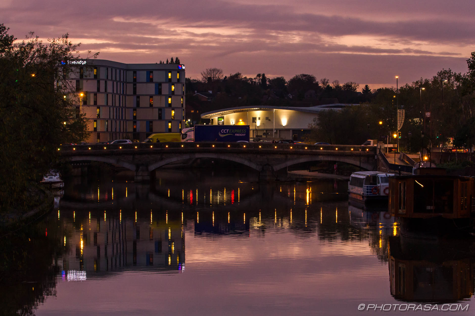 http://photorasa.com/red-sky-night/early-evening-maidstone-bridge-lights/