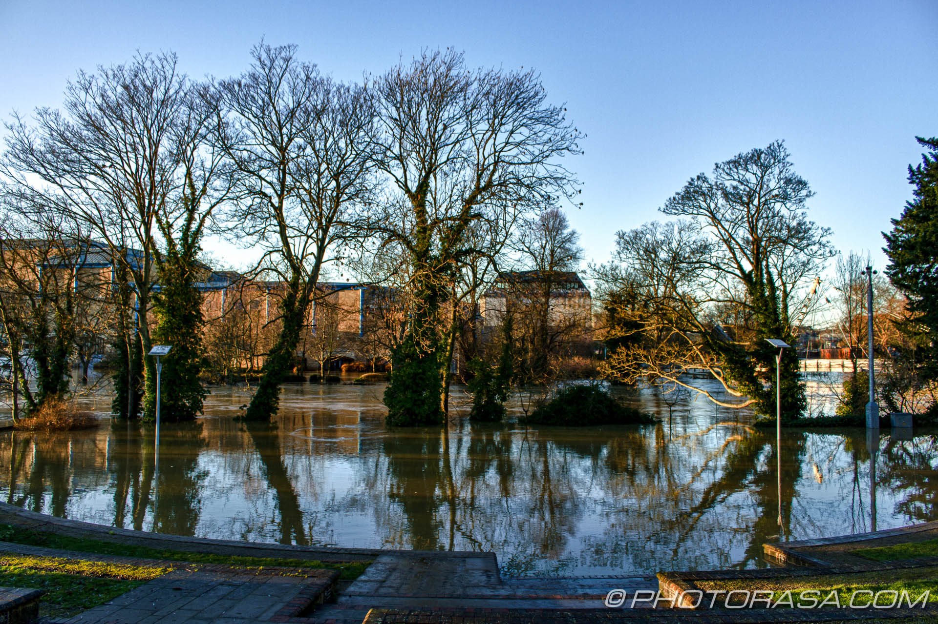 http://photorasa.com/wet-xmas-maidstone-river-medway-floods-town-centre/flooded-open-air-theatre-opposite-near-river/