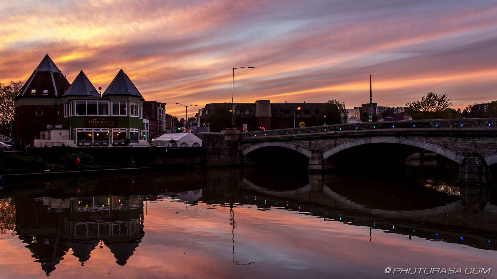 http://photorasa.com/red-sky-night/red-sunset-on-river-medway/