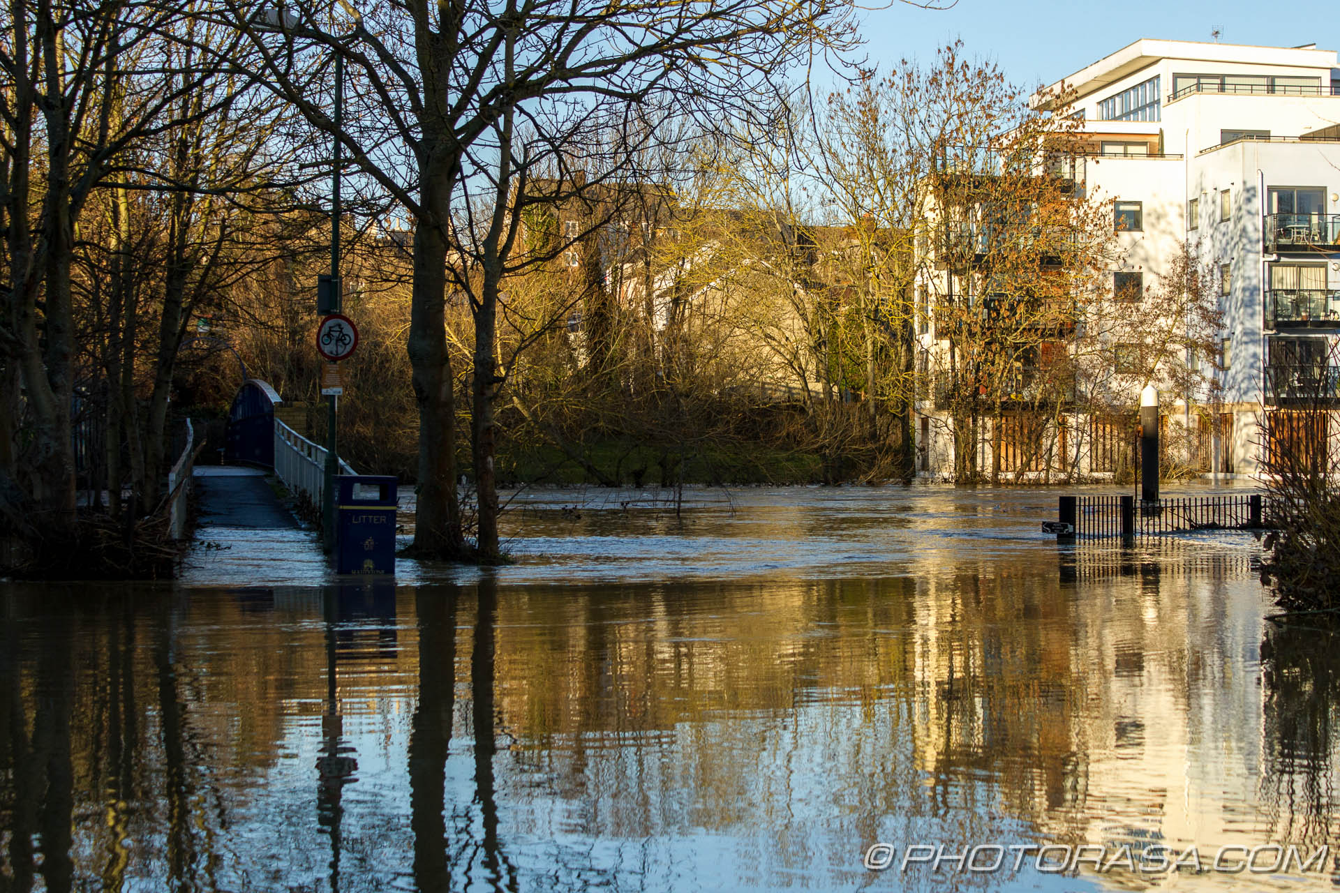 http://photorasa.com/wet-xmas-maidstone-river-medway-floods-town-centre/river-medway-flooded-at-tovil/