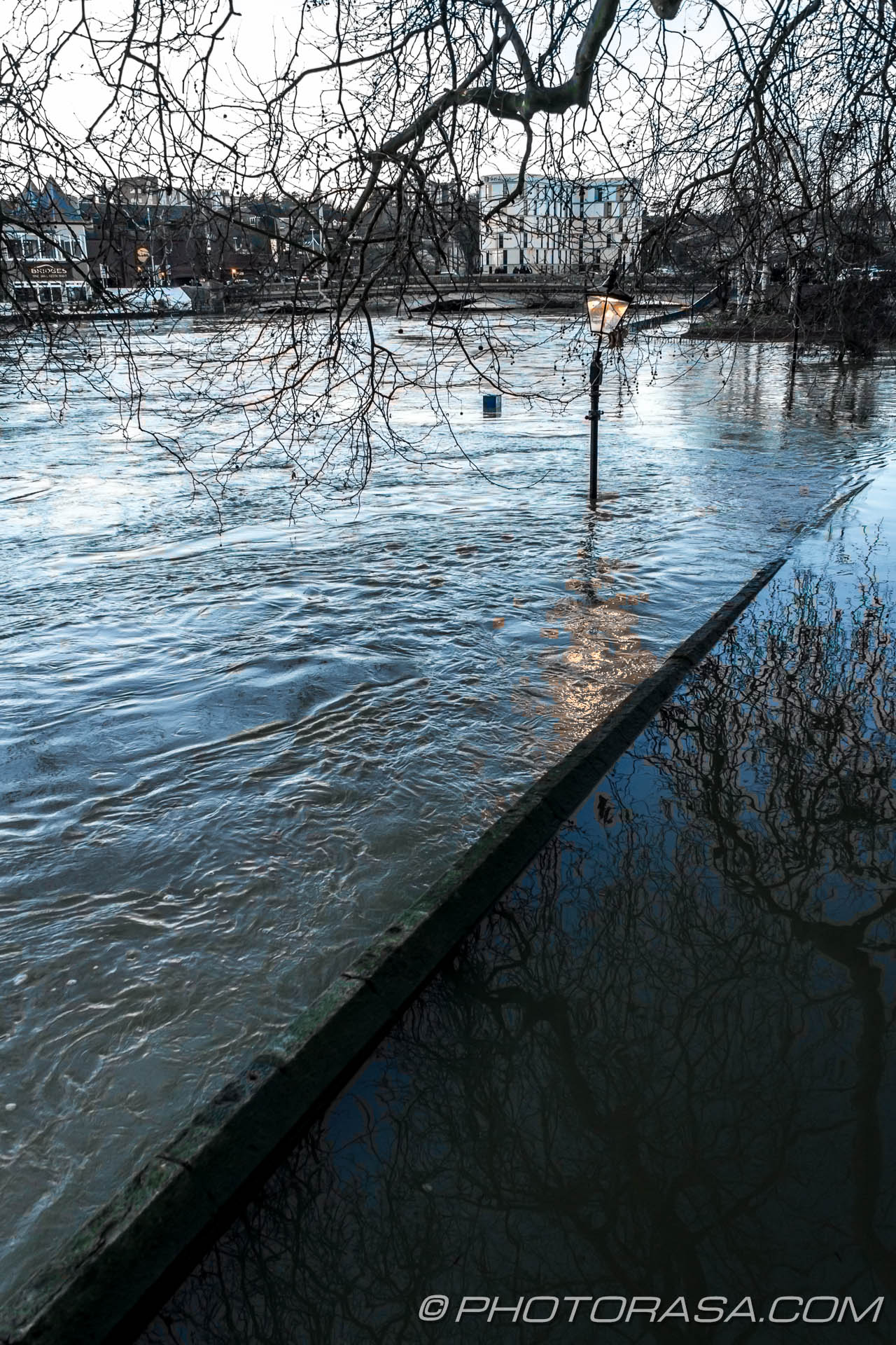 http://photorasa.com/wet-xmas-maidstone-river-medway-floods-town-centre/water-patterns/