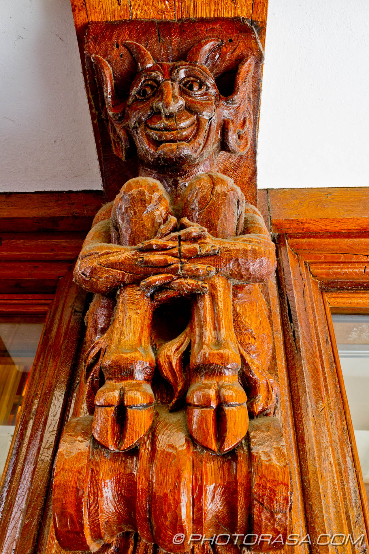 http://photorasa.com/canterbury-trip/smiling-satyr-carved-in-wooden-wall-post/