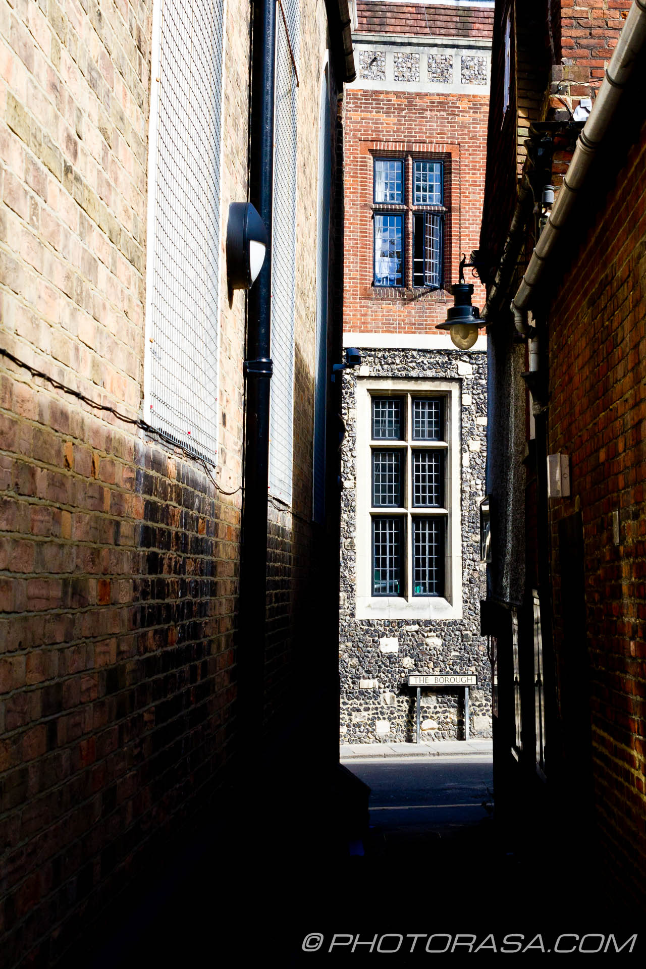 http://photorasa.com/canterbury-trip/the-borough-from-the-alley/
