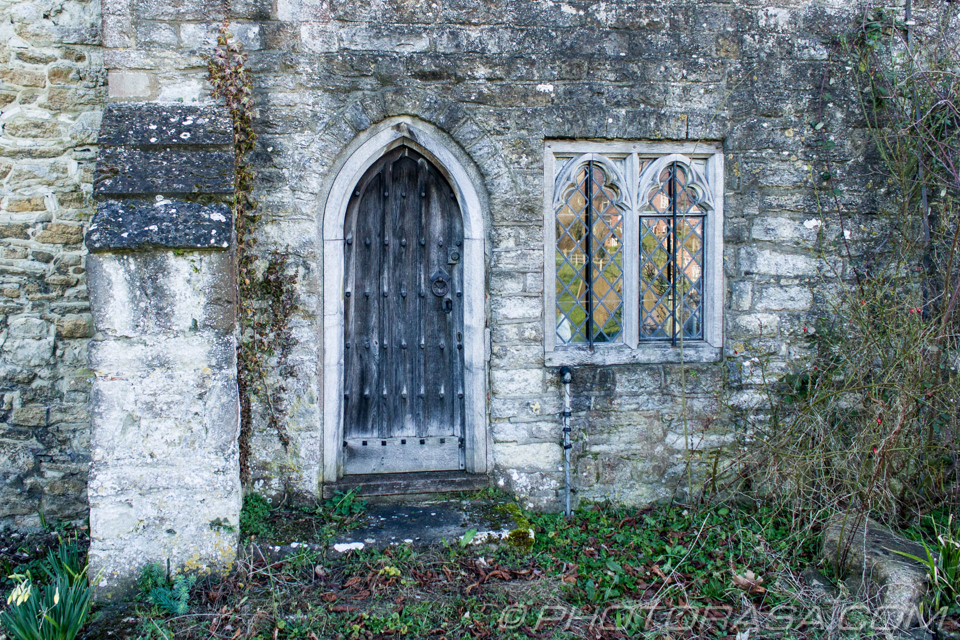 http://photorasa.com/parish-church-st-peter-st-paul-headcorn/old-wooden-arched-side-door/