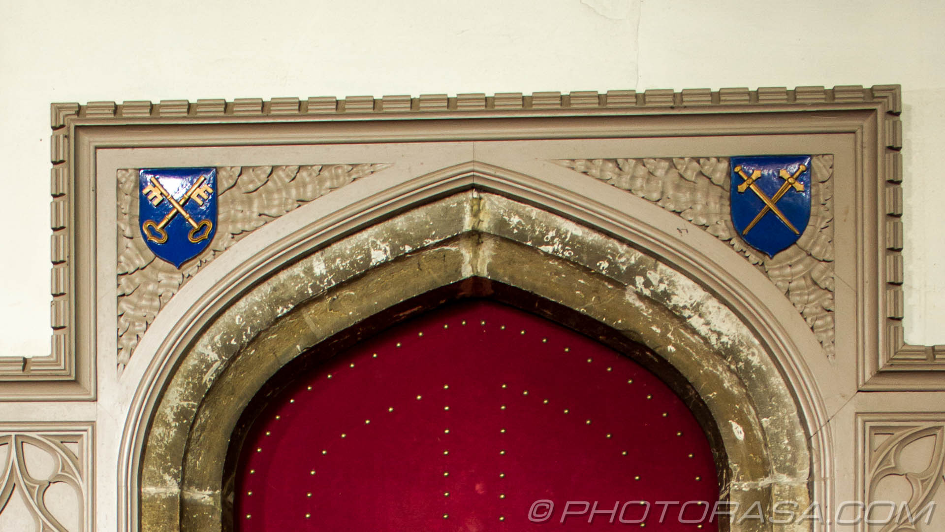 http://photorasa.com/parish-church-st-peter-st-paul-headcorn/spandrel-above-the-door-to-the-vicars-vestry-showing-crossed-keys-and-crossed-swords-symbols/