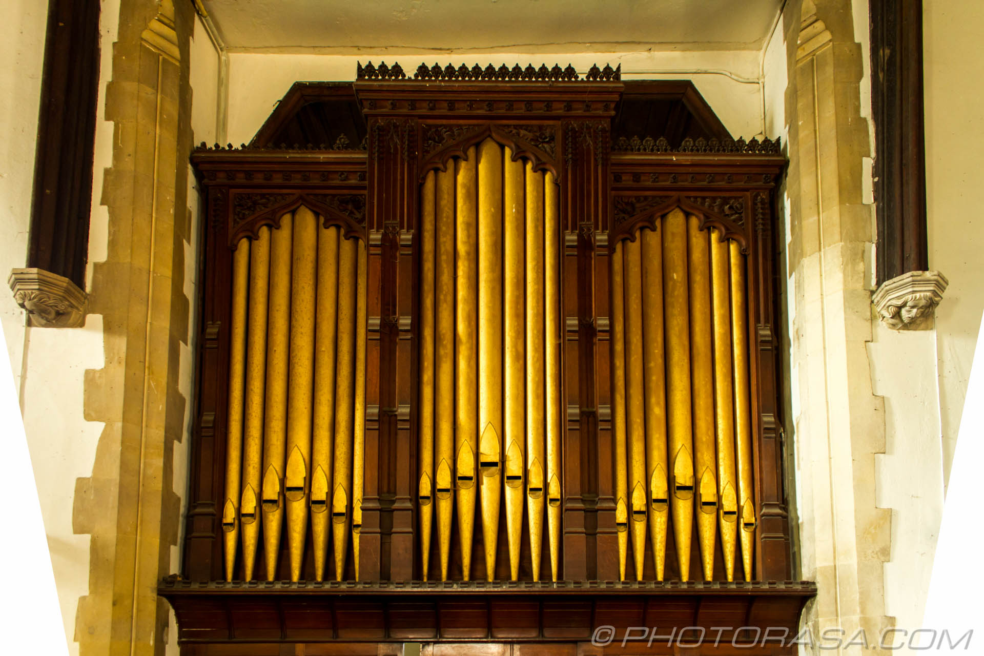 http://photorasa.com/saints-church-staplehurst-kent/brass-organ-pipes/