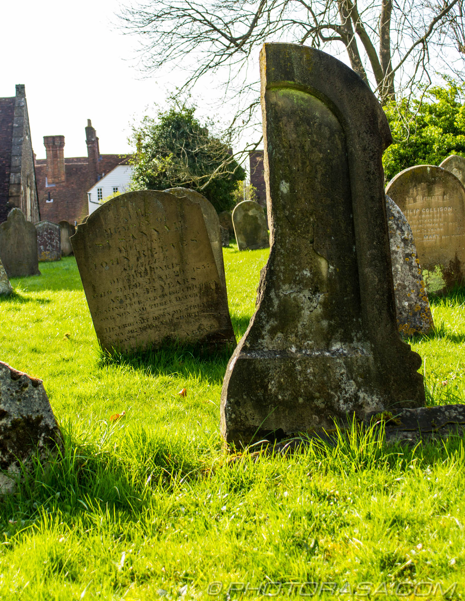http://photorasa.com/saints-church-staplehurst-kent/damaged-and-split-stone-grave-2/