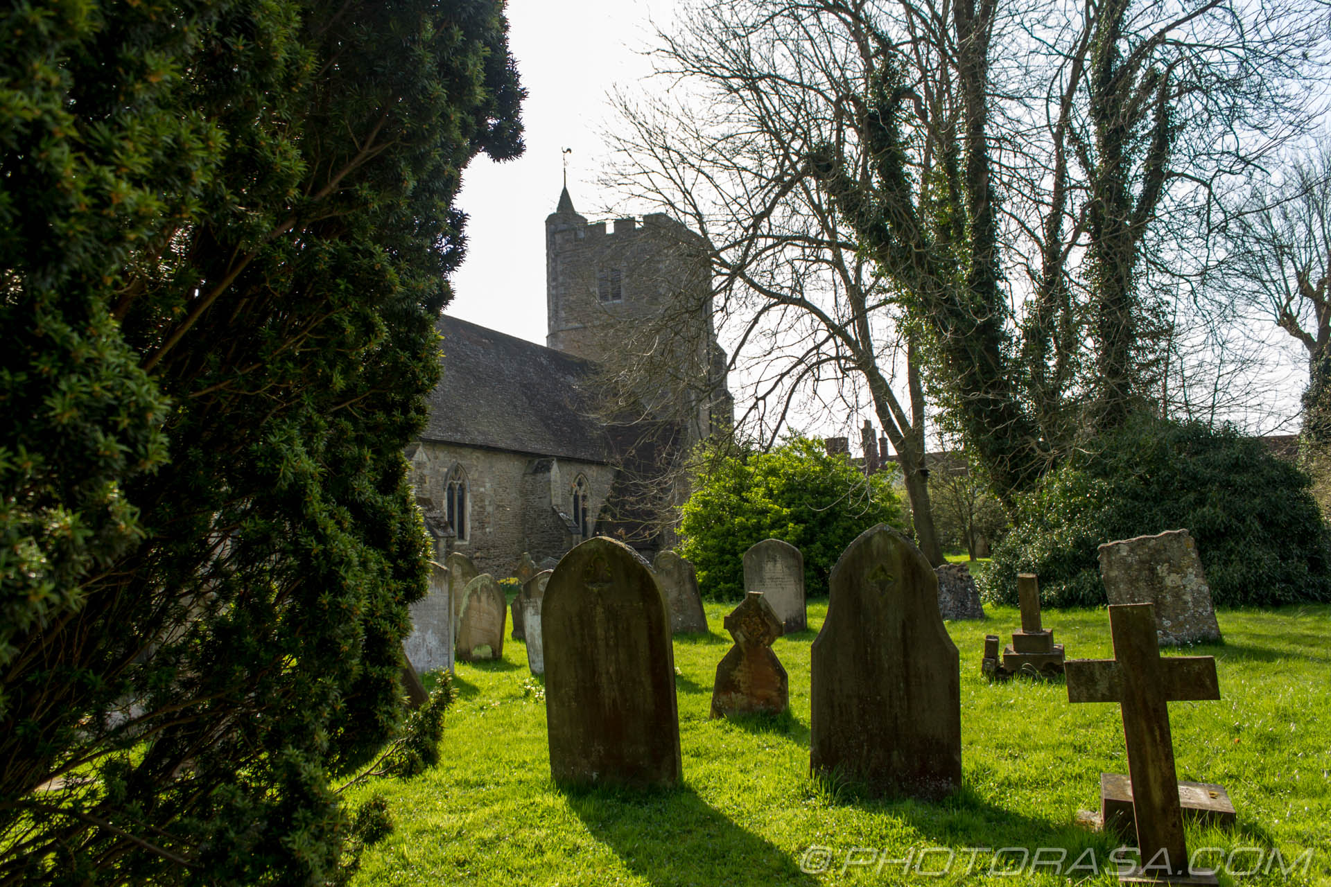 http://photorasa.com/saints-church-staplehurst-kent/graves-and-staplehurst-church/