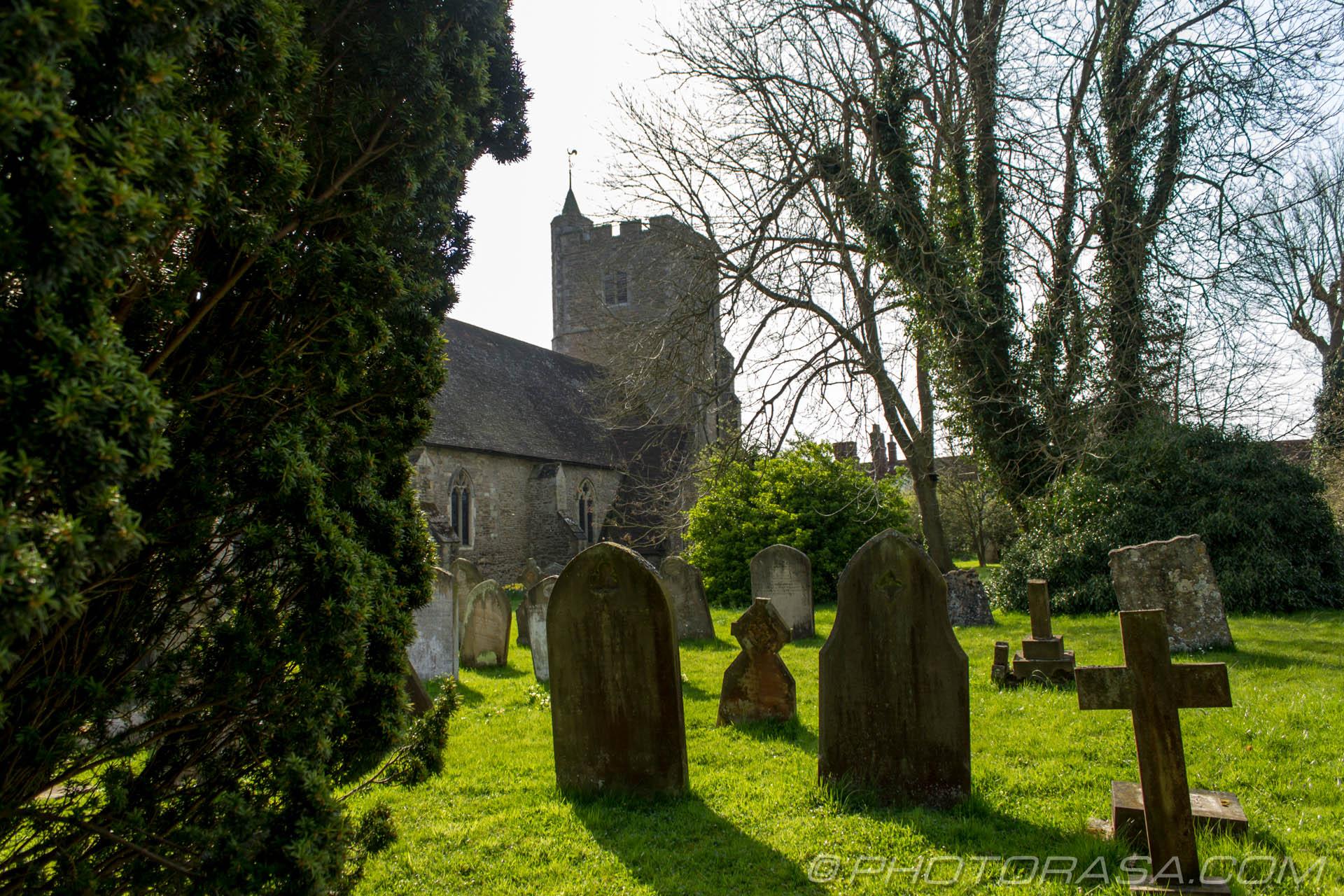 https://photorasa.com/saints-church-staplehurst-kent/graves-and-staplehurst-church/