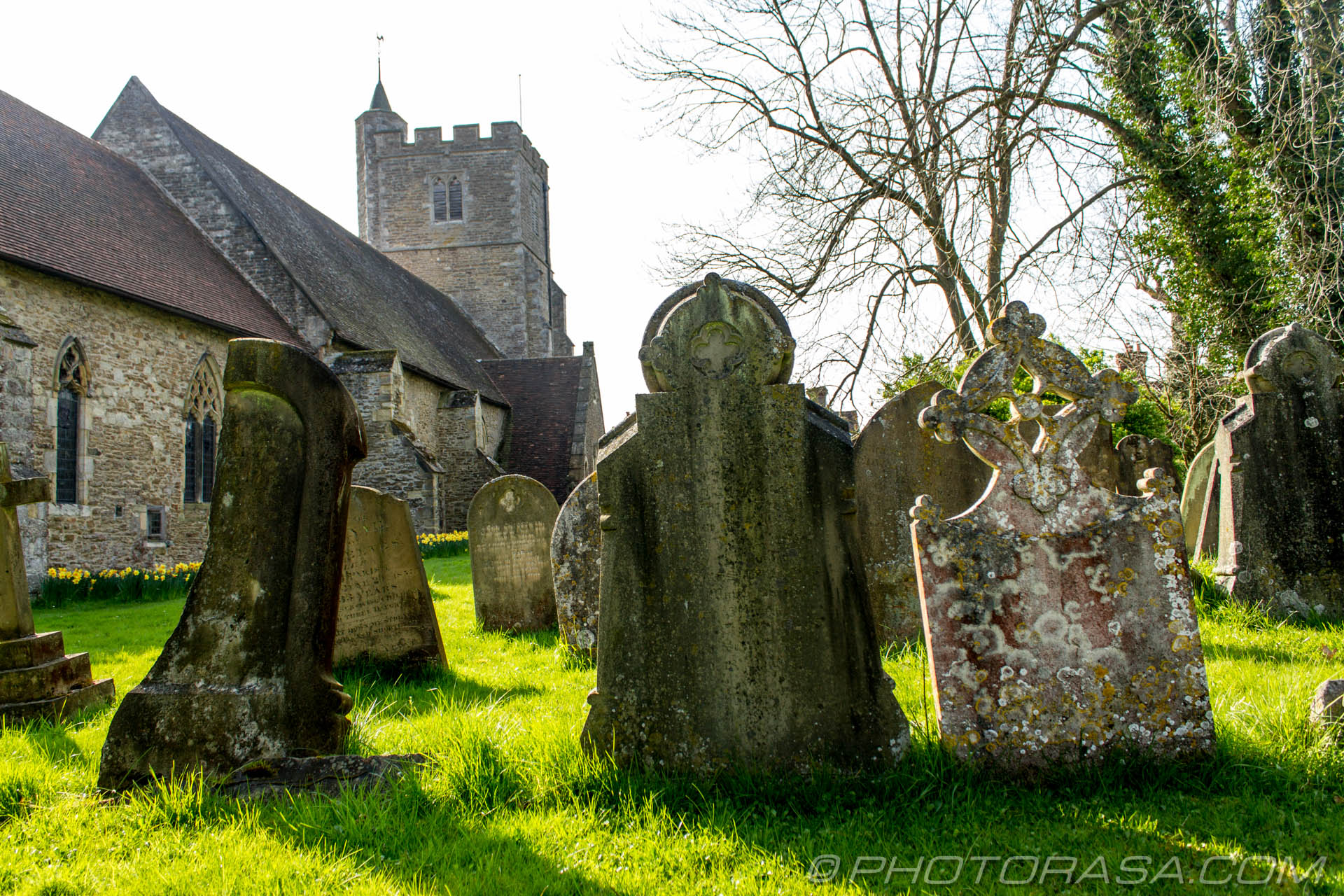 http://photorasa.com/saints-church-staplehurst-kent/old-unique-graves/
