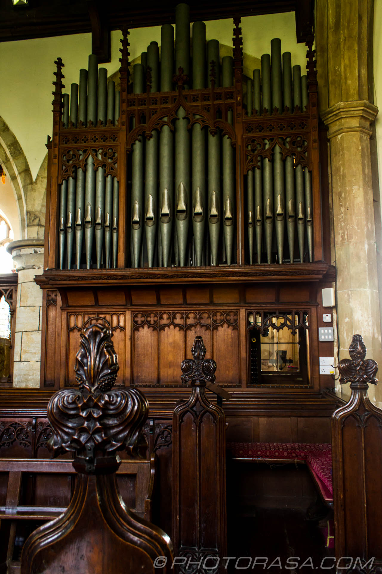 http://photorasa.com/saints-church-staplehurst-kent/organ-and-pews/