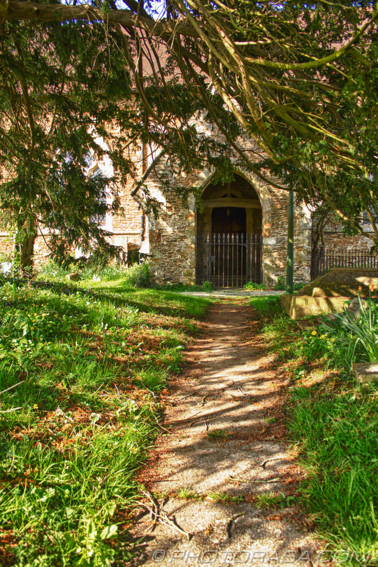 http://photorasa.com/saints-church-staplehurst-kent/path-to-the-church/