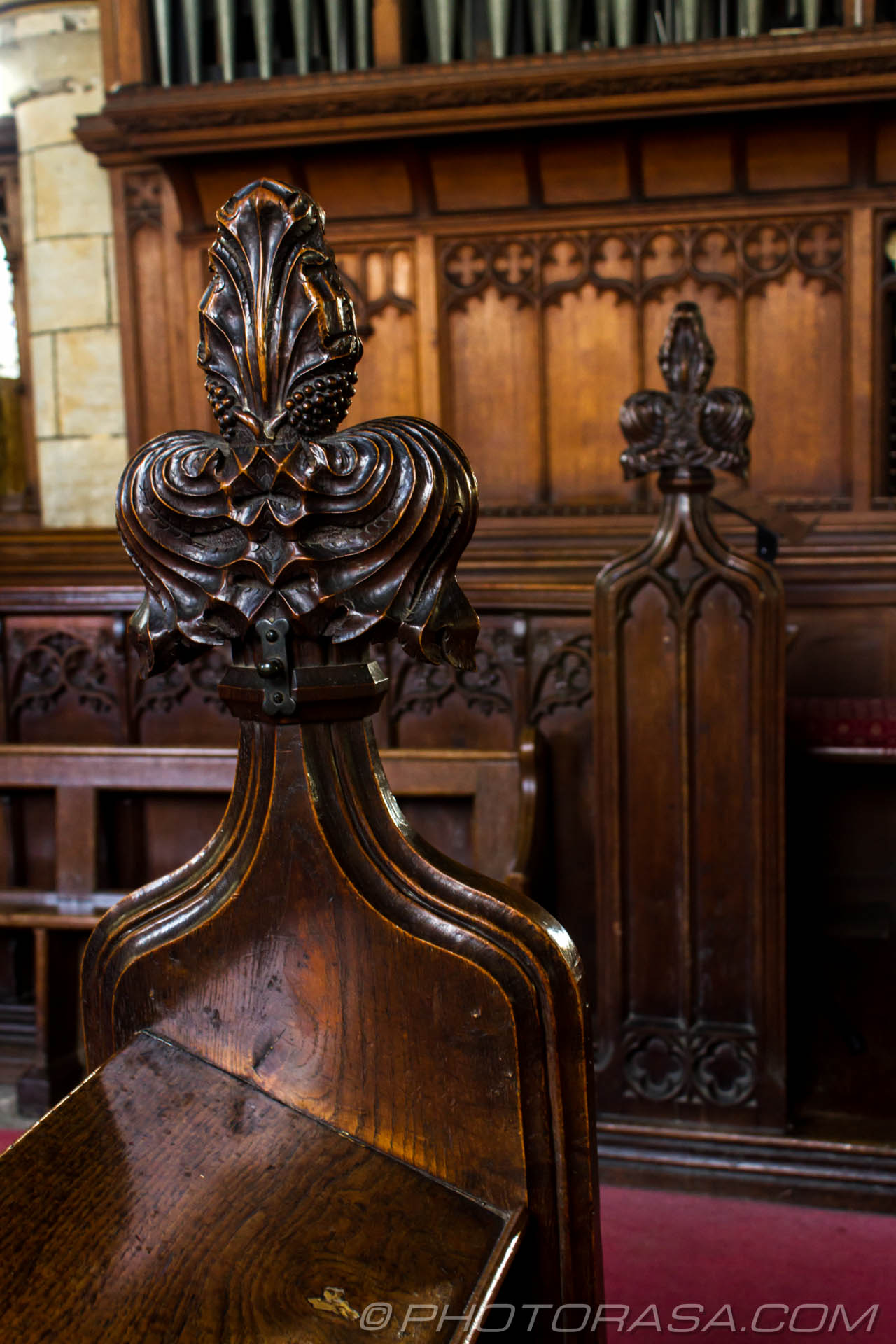 http://photorasa.com/saints-church-staplehurst-kent/pew-flower-carvings/