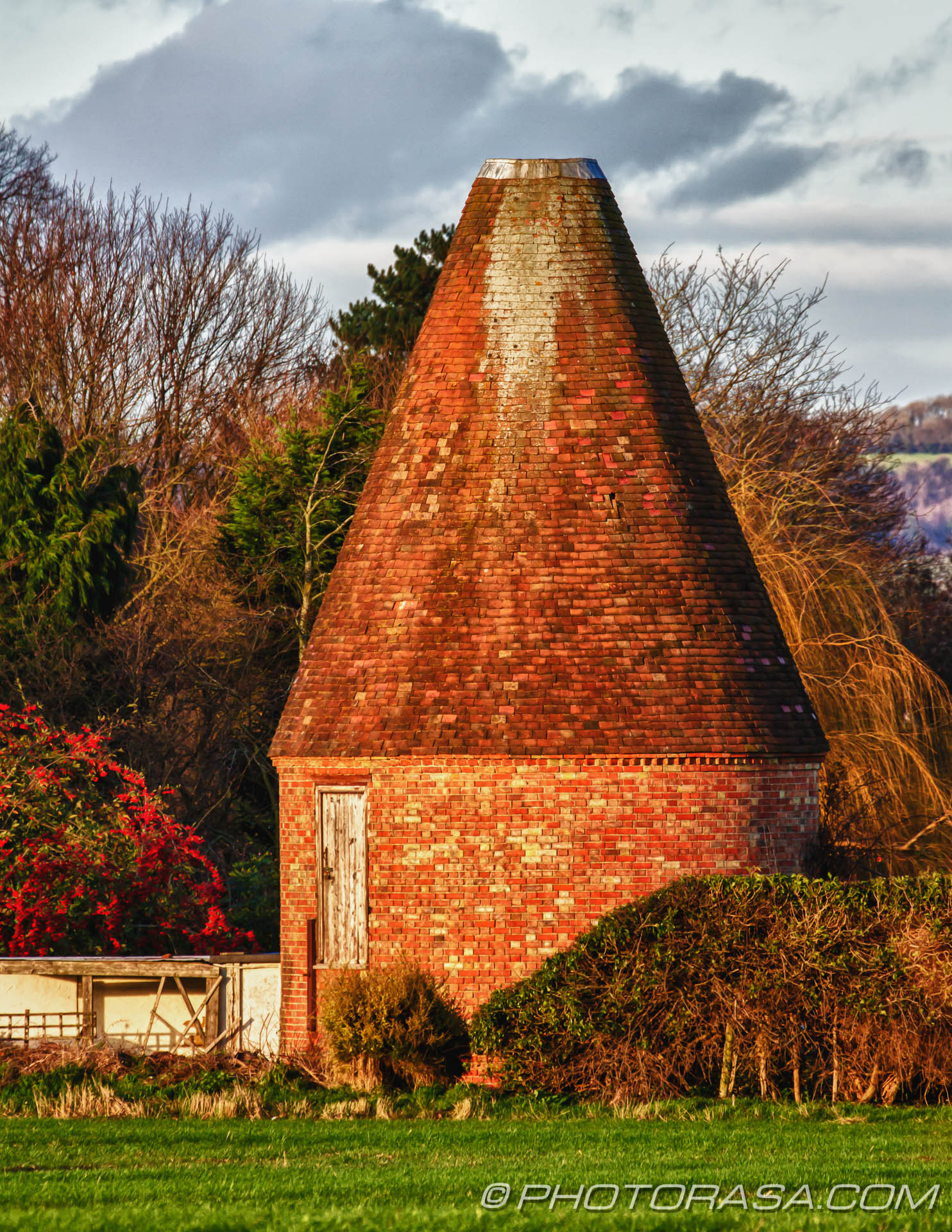 http://photorasa.com/countryside-otham/round-brick-kent-oast-with-missing-cowl/