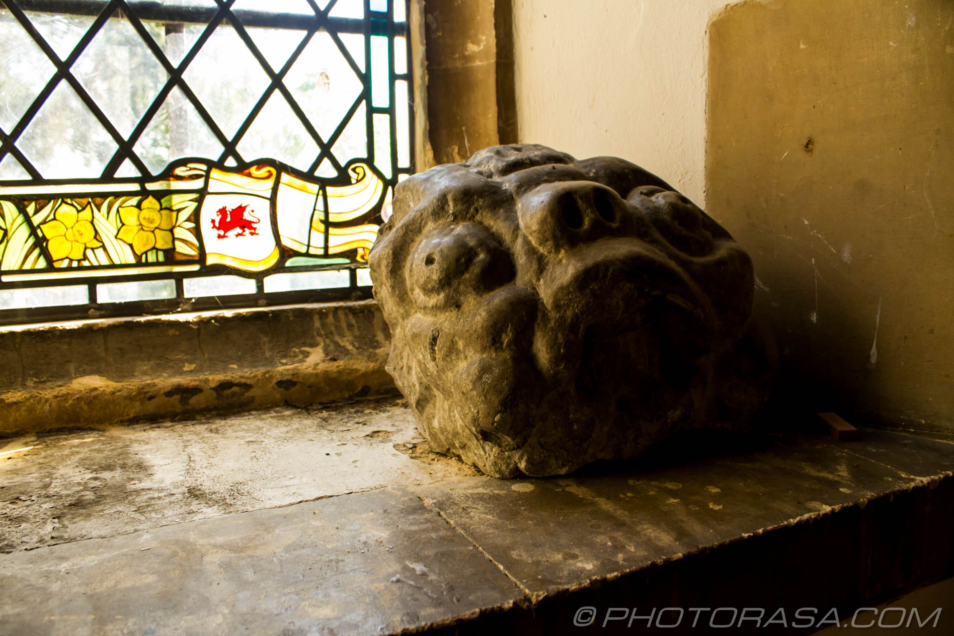 http://photorasa.com/saints-church-staplehurst-kent/stone-monster-face/