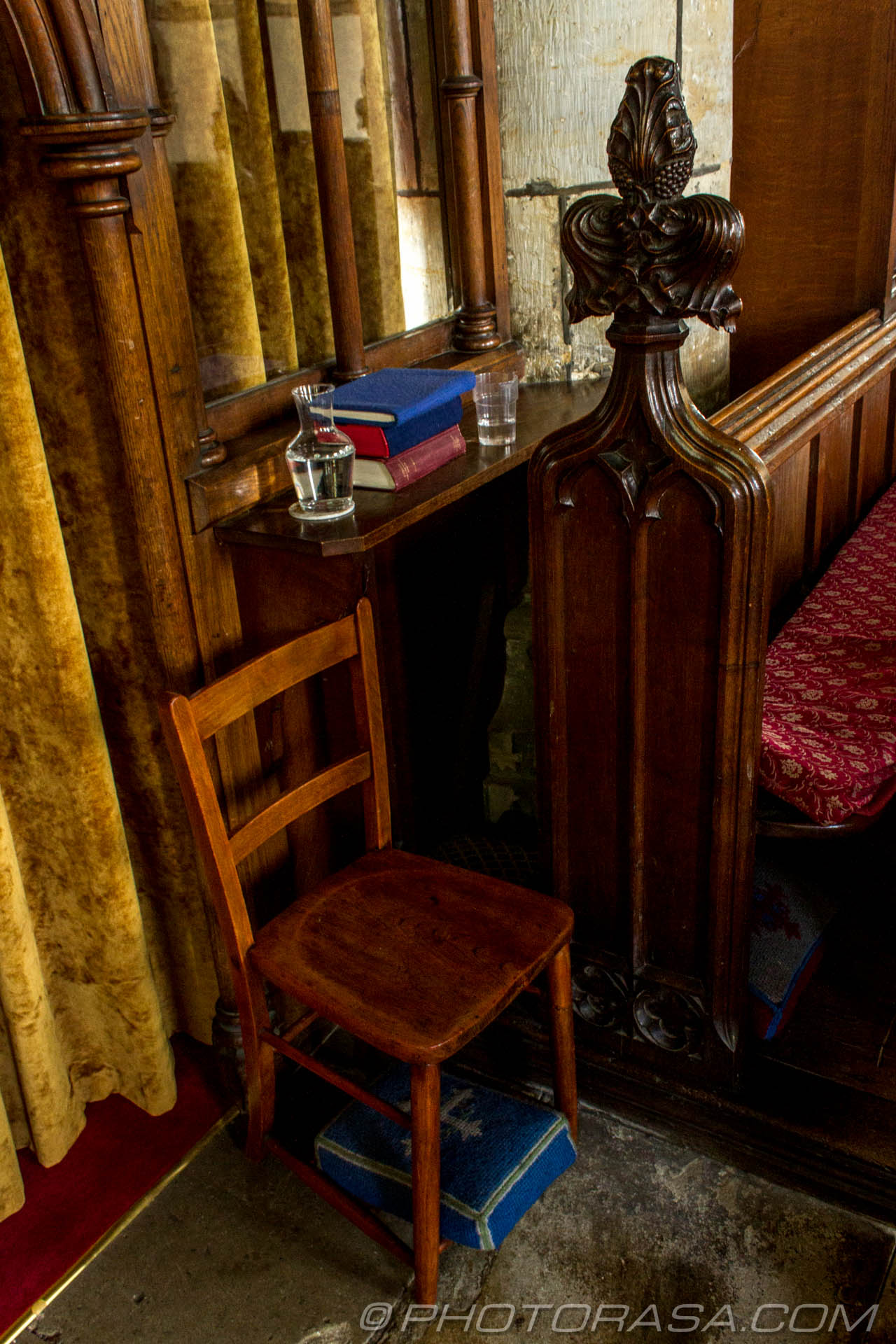 https://photorasa.com/saints-church-staplehurst-kent/water-chair-and-pew/