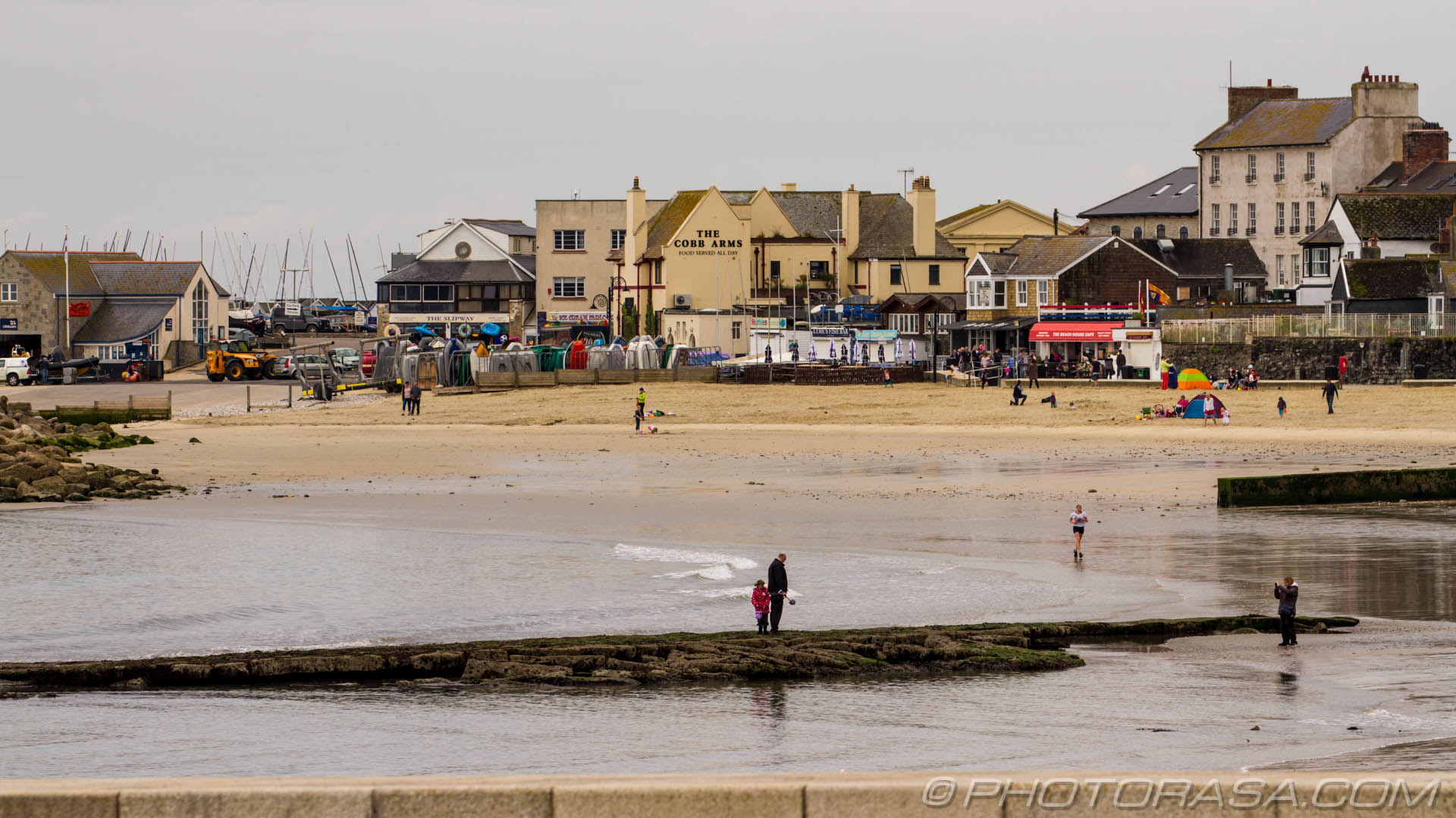 http://photorasa.com/lyme-regis/beach-and-cobb-arms-at-lyme-regis/