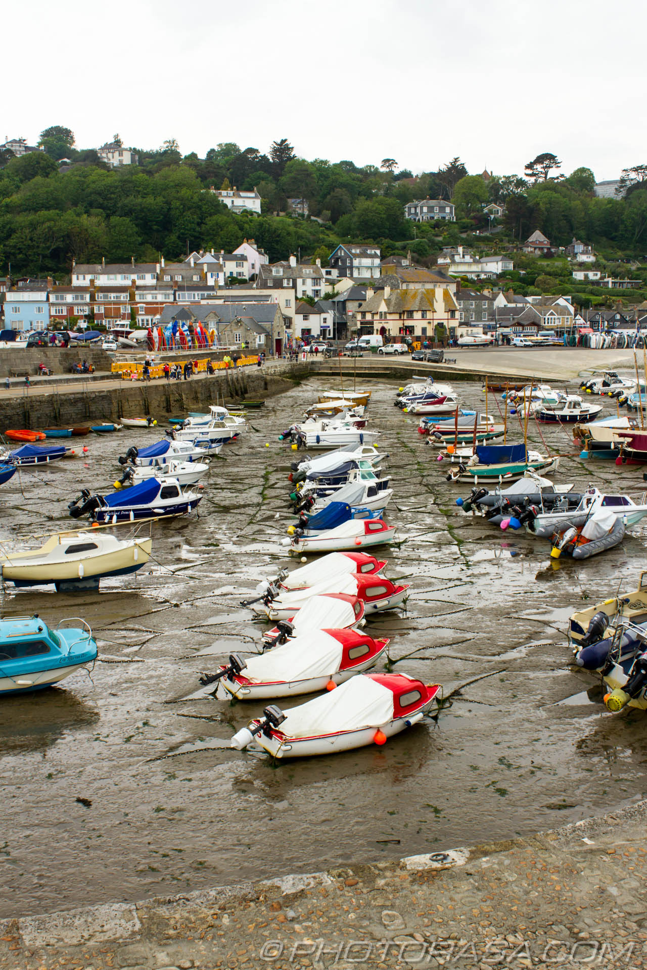 http://photorasa.com/lyme-regis/boats-lined-up-in-lyme-regis-harbour/