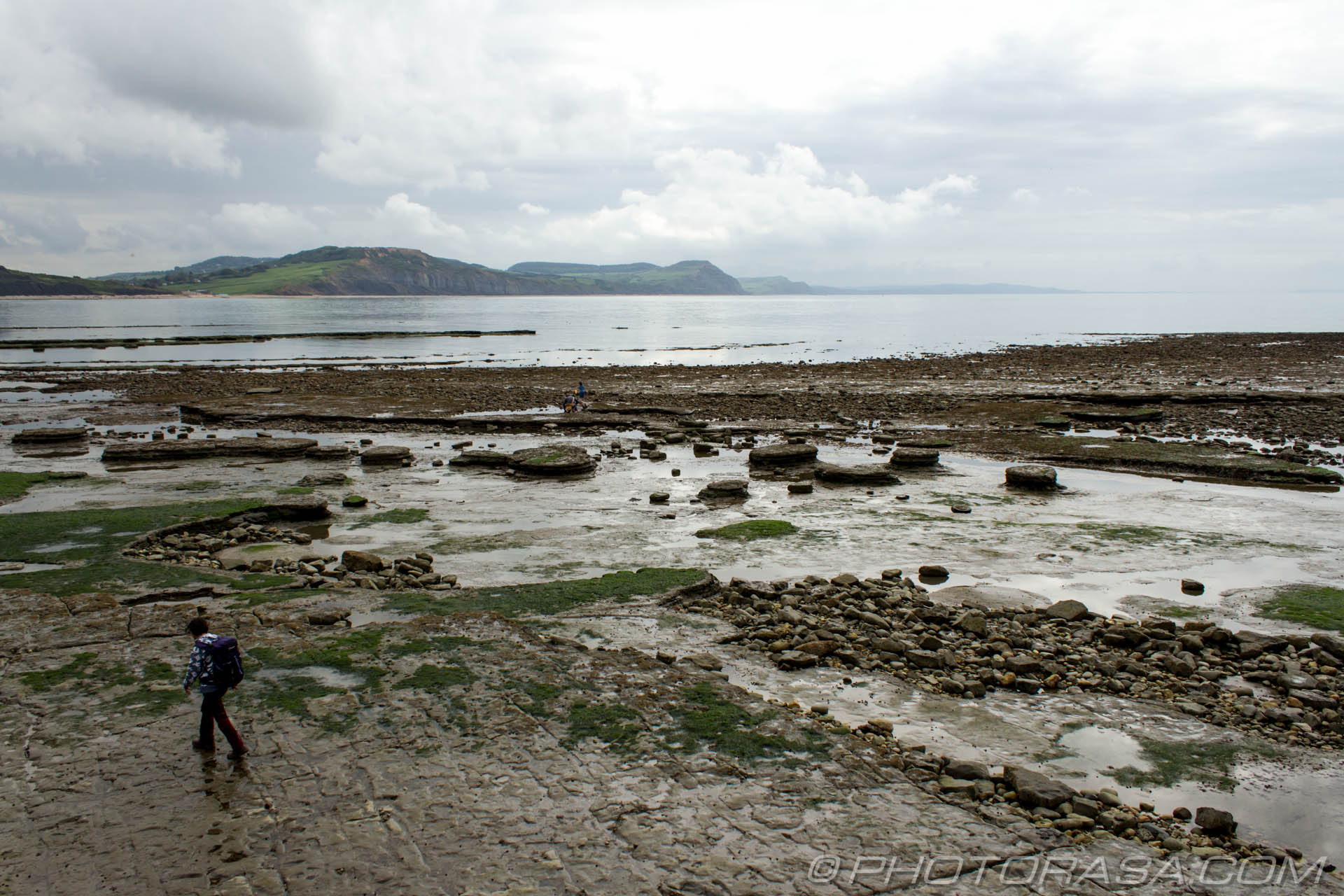http://photorasa.com/jurassic-coast-lyme-regis/broken-rocks-and-jurassic-cliffs/