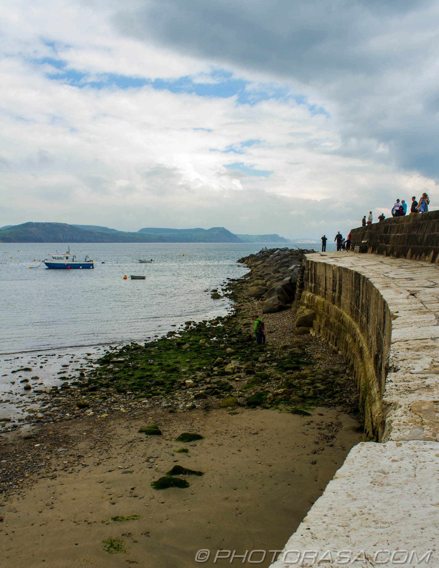 http://photorasa.com/lyme-regis/by-the-harbour-wall/
