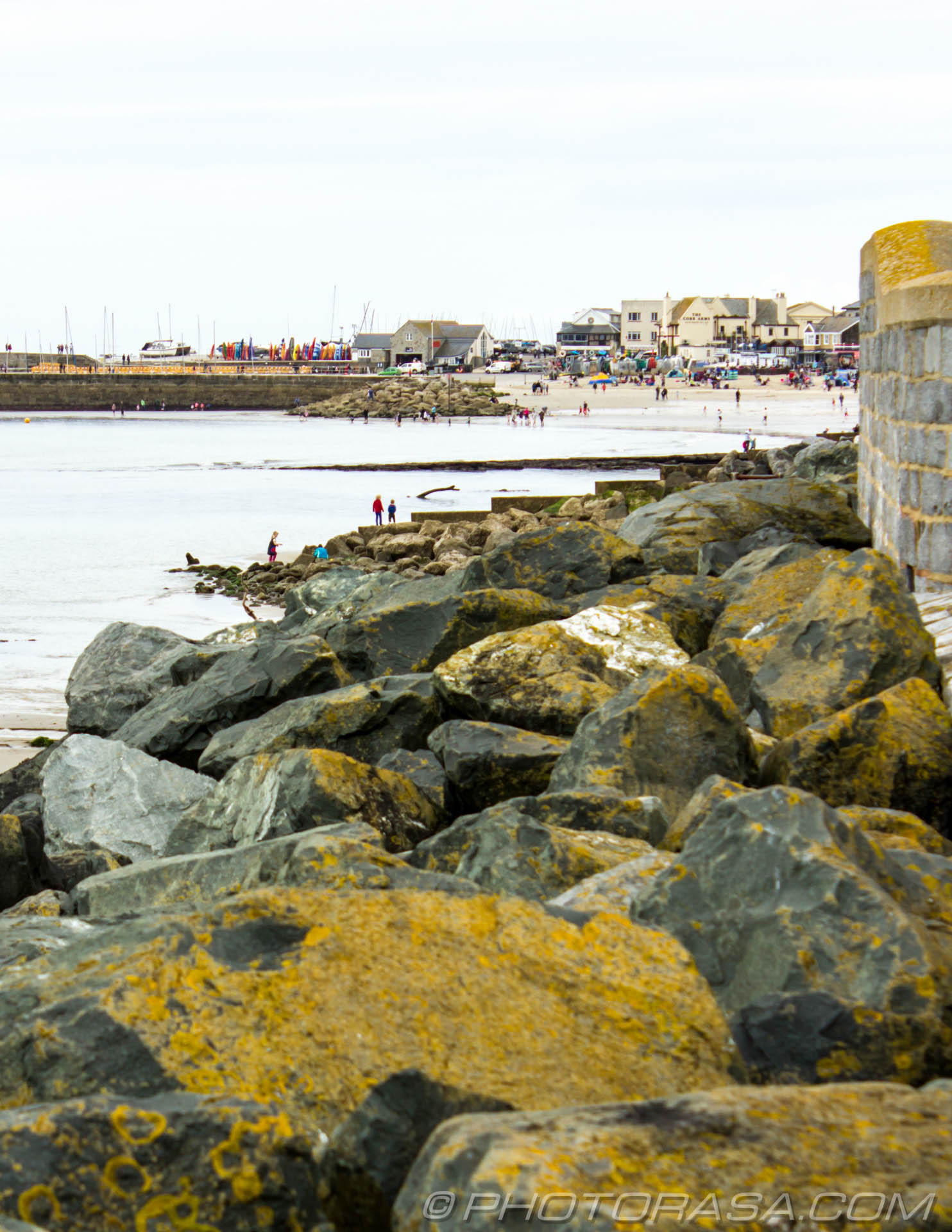 http://photorasa.com/lyme-regis/lyme-regis-across-the-rocks/