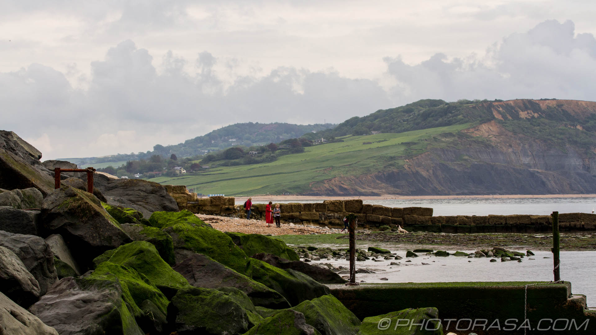 http://photorasa.com/jurassic-coast-lyme-regis/people-by-the-rocks/