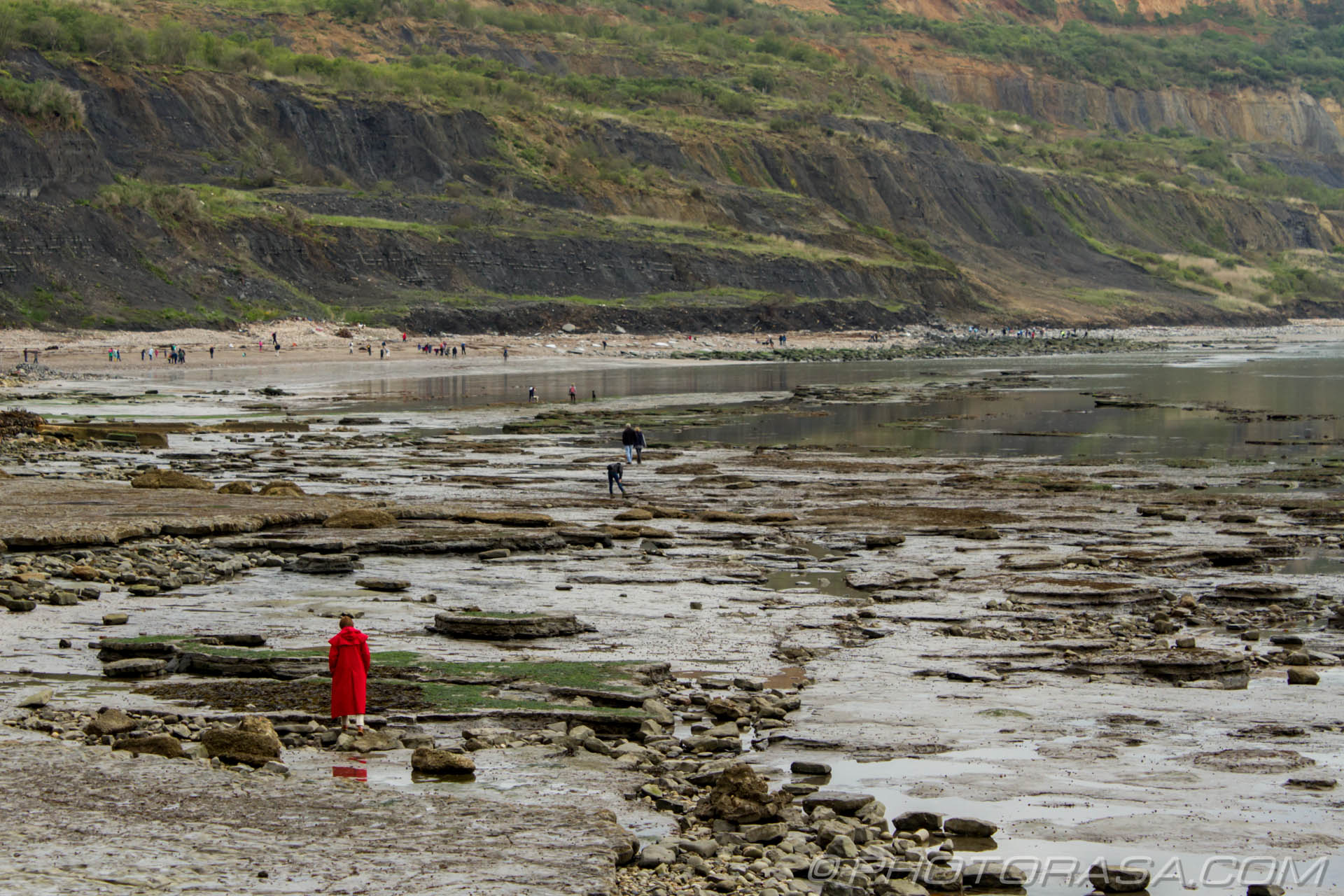 http://photorasa.com/jurassic-coast-lyme-regis/red-woman-and-beachy-rocks/