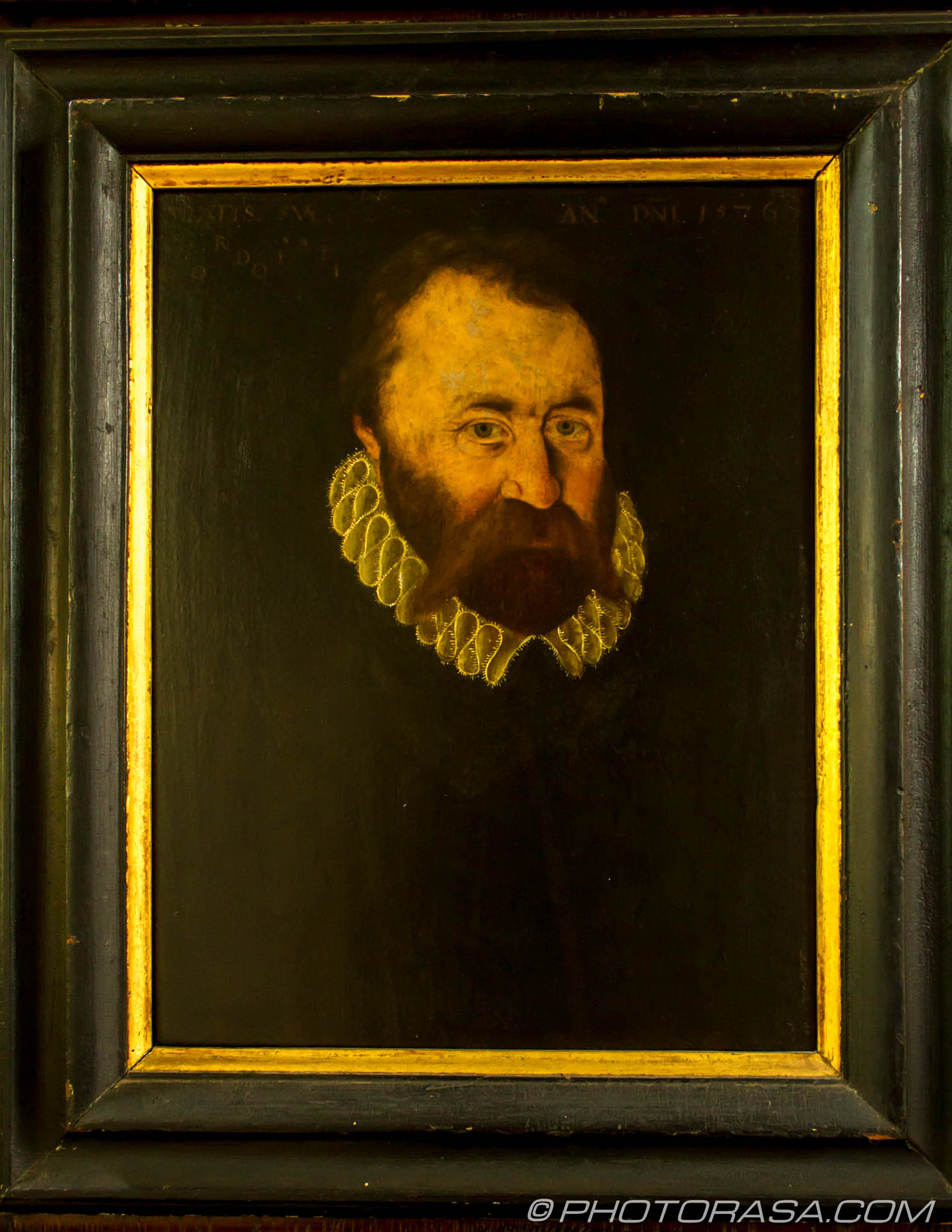 http://photorasa.com/stoneacre-house-paintings/elizabethan-picture-of-bearded-man-in-small-ruff/
