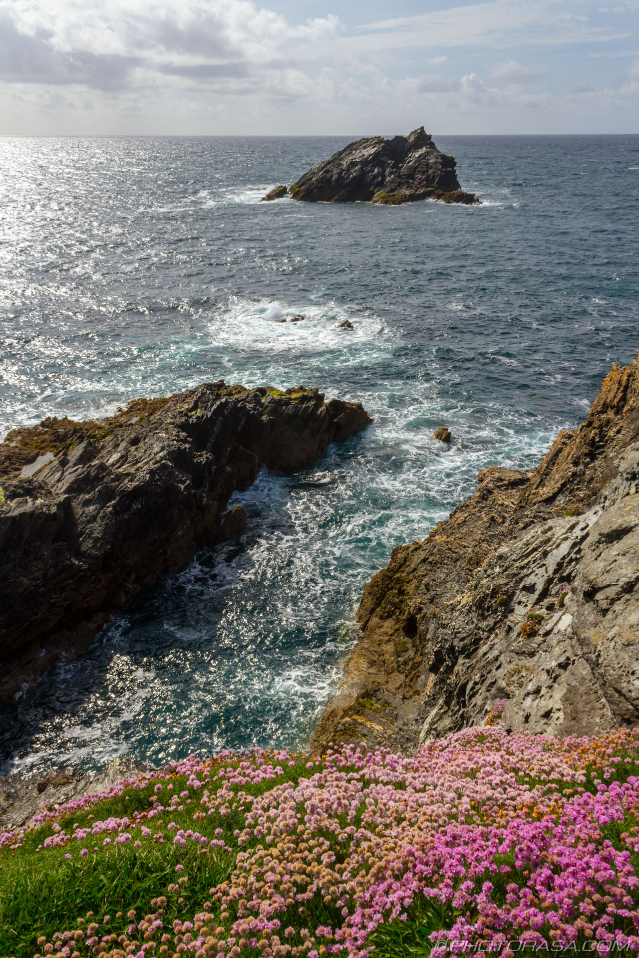 https://photorasa.com/newquay/rocky-outcrop-and-little-island-in-the-background/