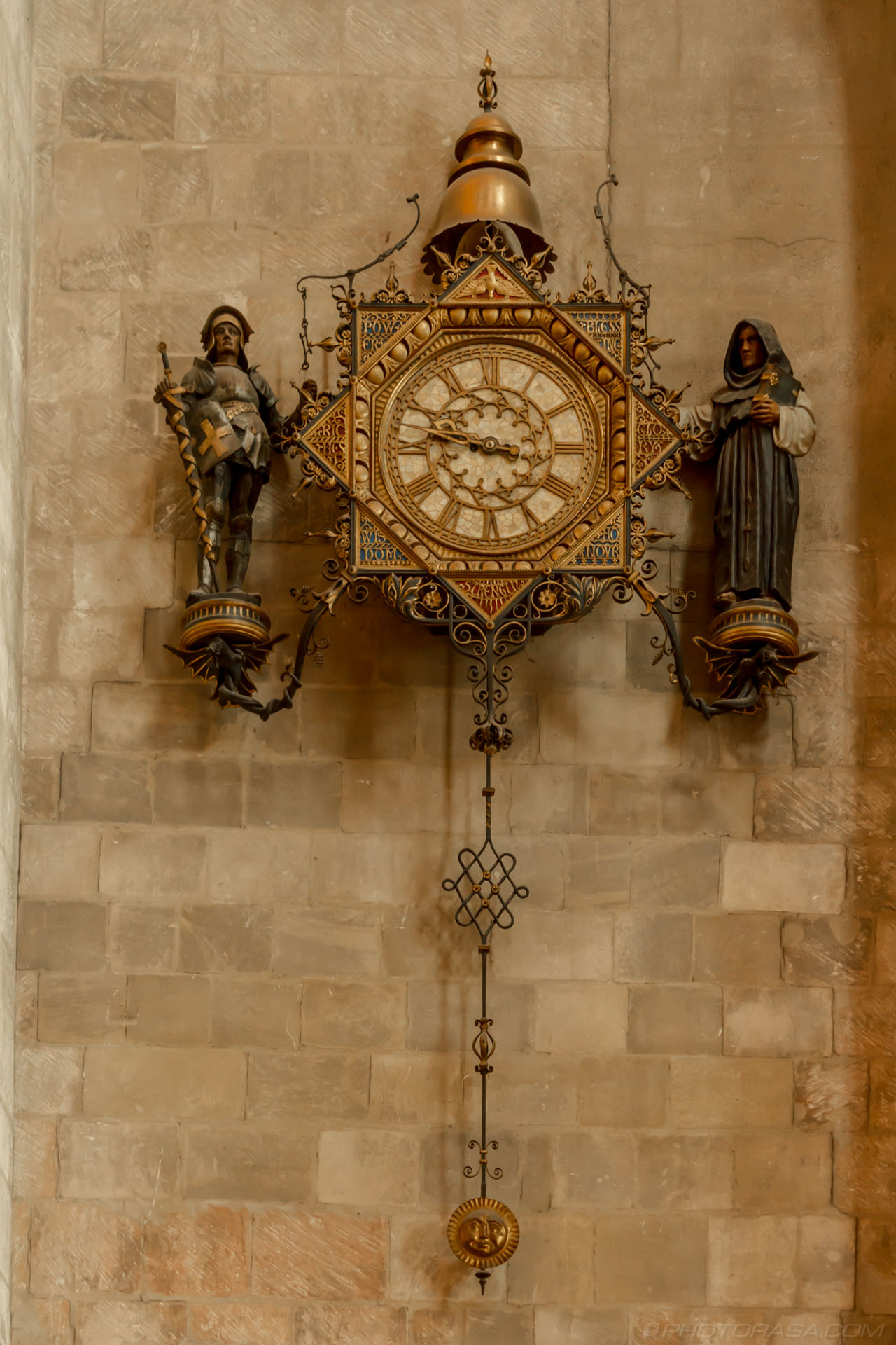 http://photorasa.com/places/cathedrals/canterbury-cathedral/attachment/large-oranate-clock/