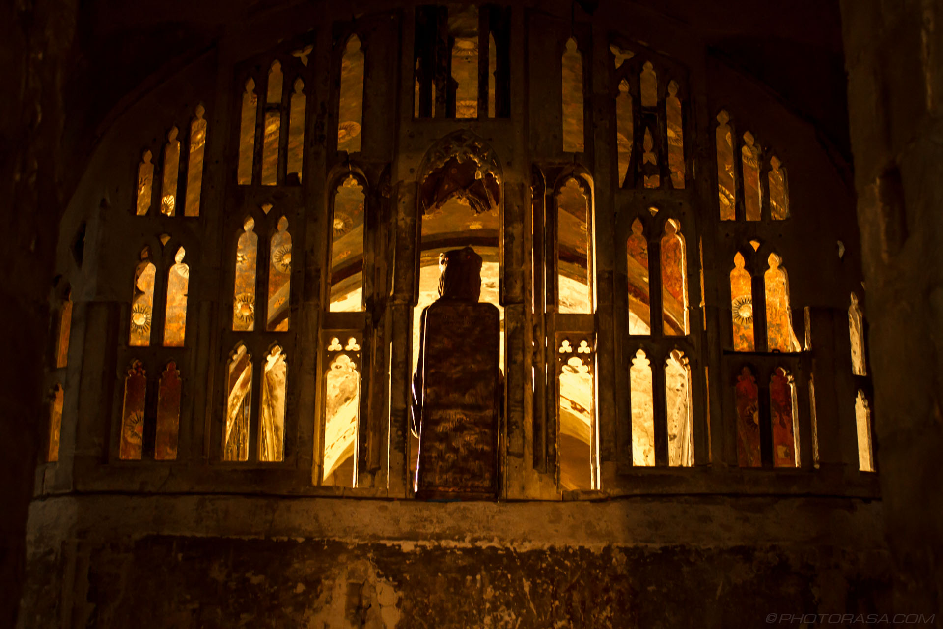 http://photorasa.com/canterbury-cathedral/lattice-intricately-carved-into-crypt-wall/
