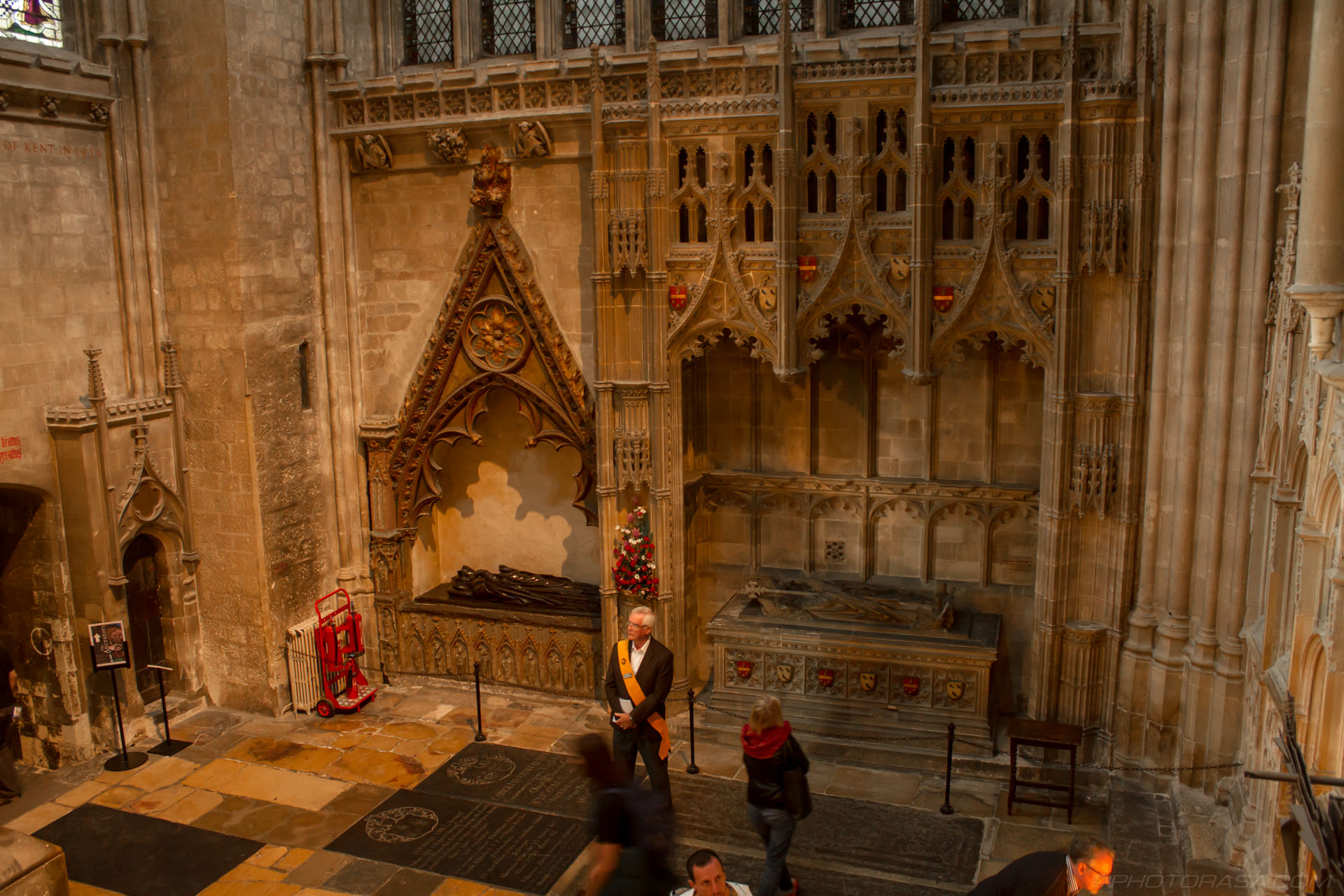 http://photorasa.com/canterbury-cathedral/north-east-corner-of-nave-near-crypt-entrance/