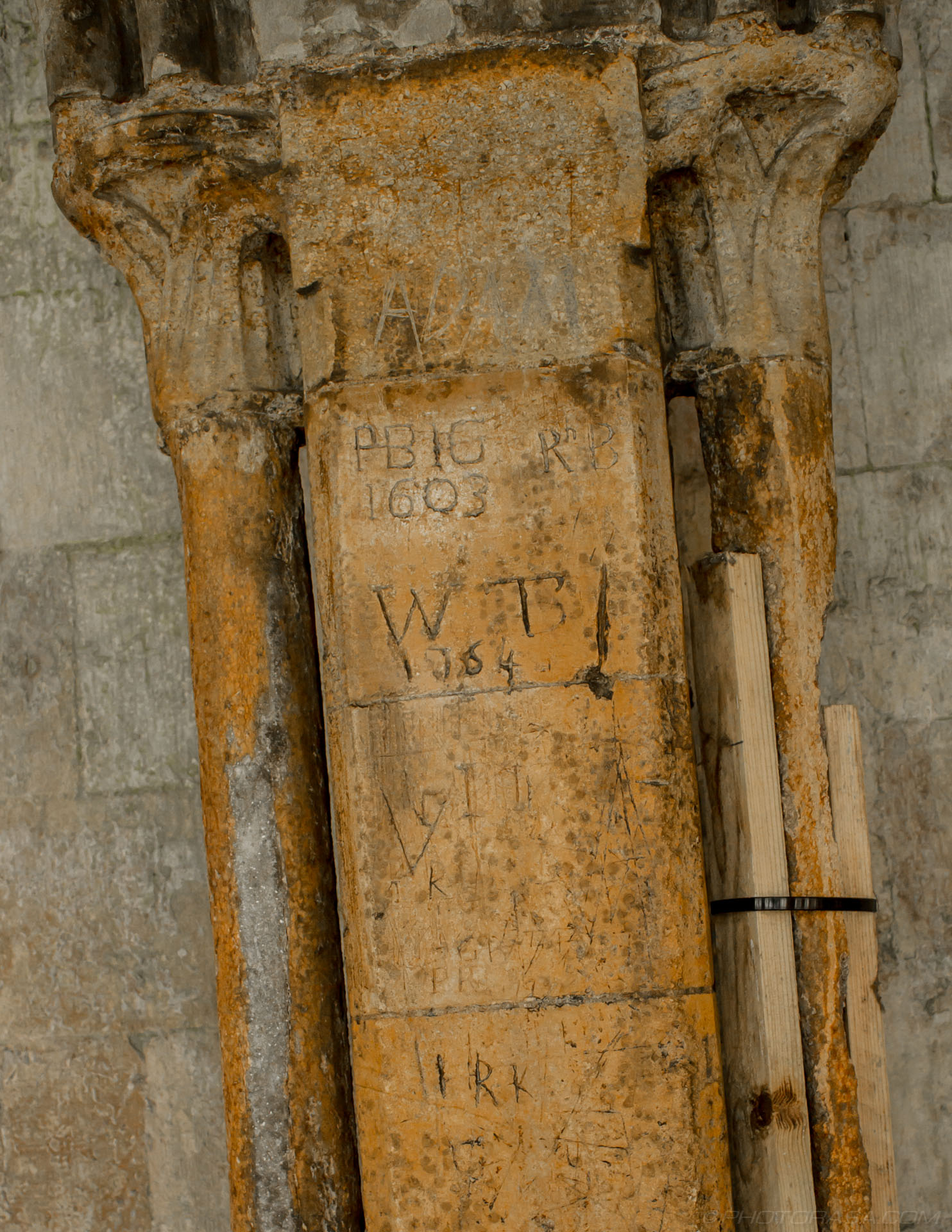 http://photorasa.com/places/cathedrals/canterbury-cathedral/attachment/old-church-grafitti/