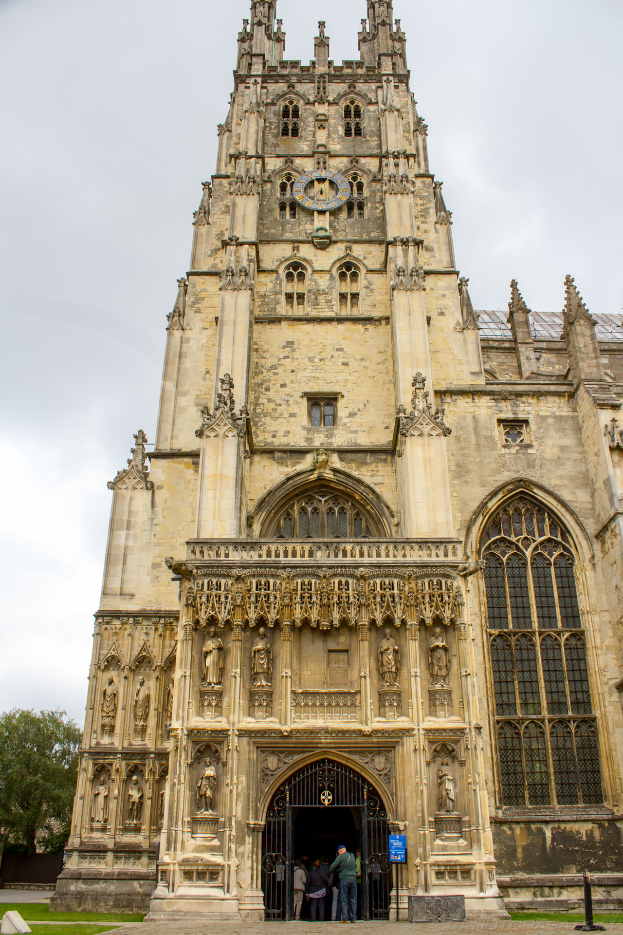 http://photorasa.com/canterbury-cathedral/south-porch-entrance-to-western-tower/