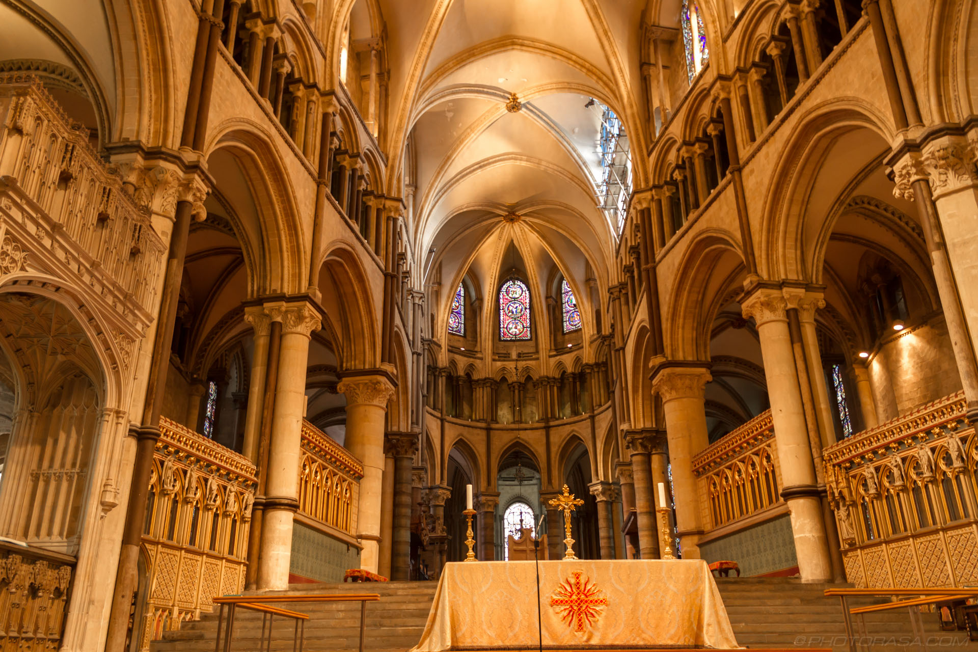http://photorasa.com/canterbury-cathedral/the-high-alter-and-trinity-chapel/