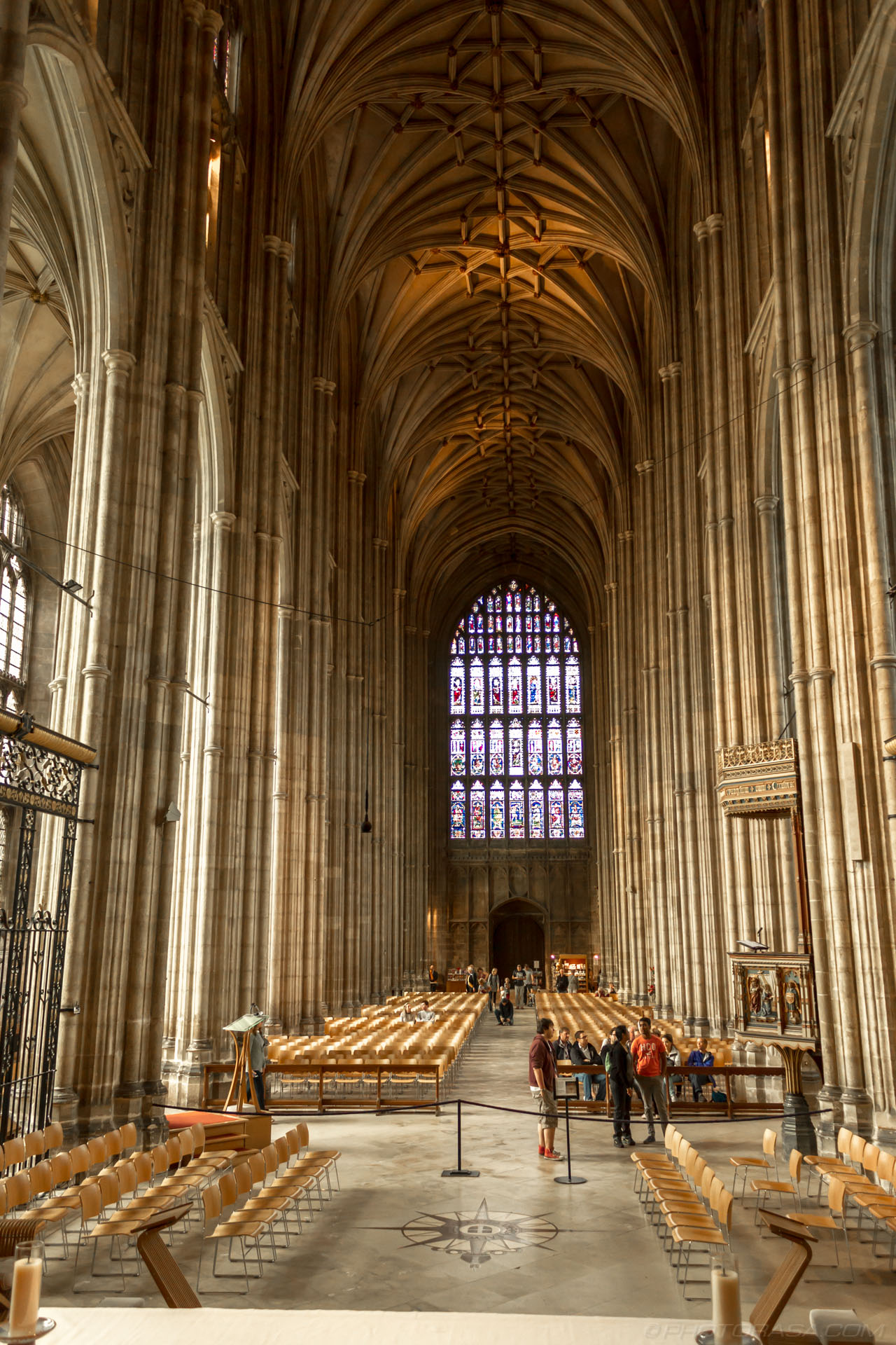 http://photorasa.com/canterbury-cathedral/the-nave/