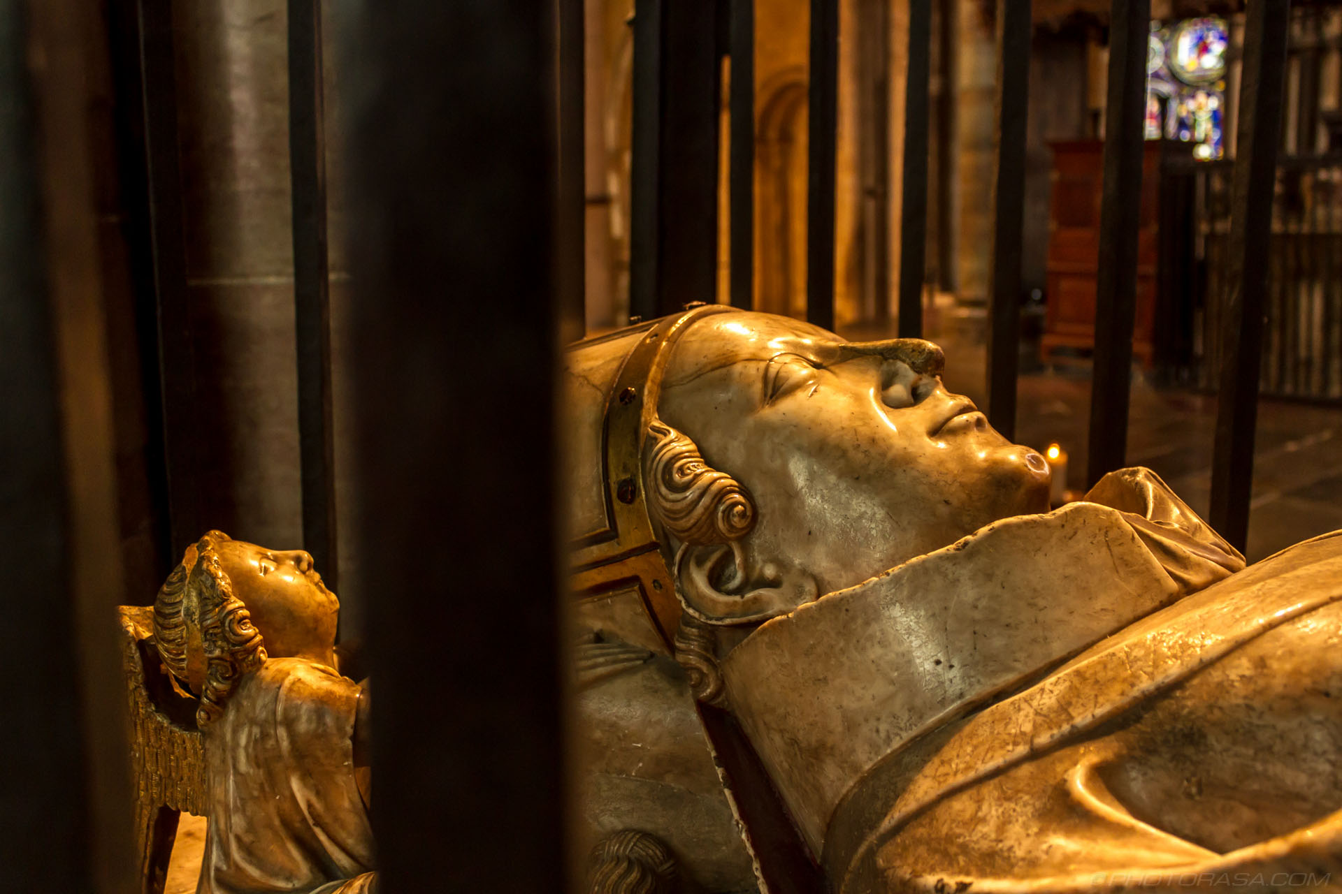http://photorasa.com/canterbury-cathedral/tomb-of-archbishop-william-courtenay/