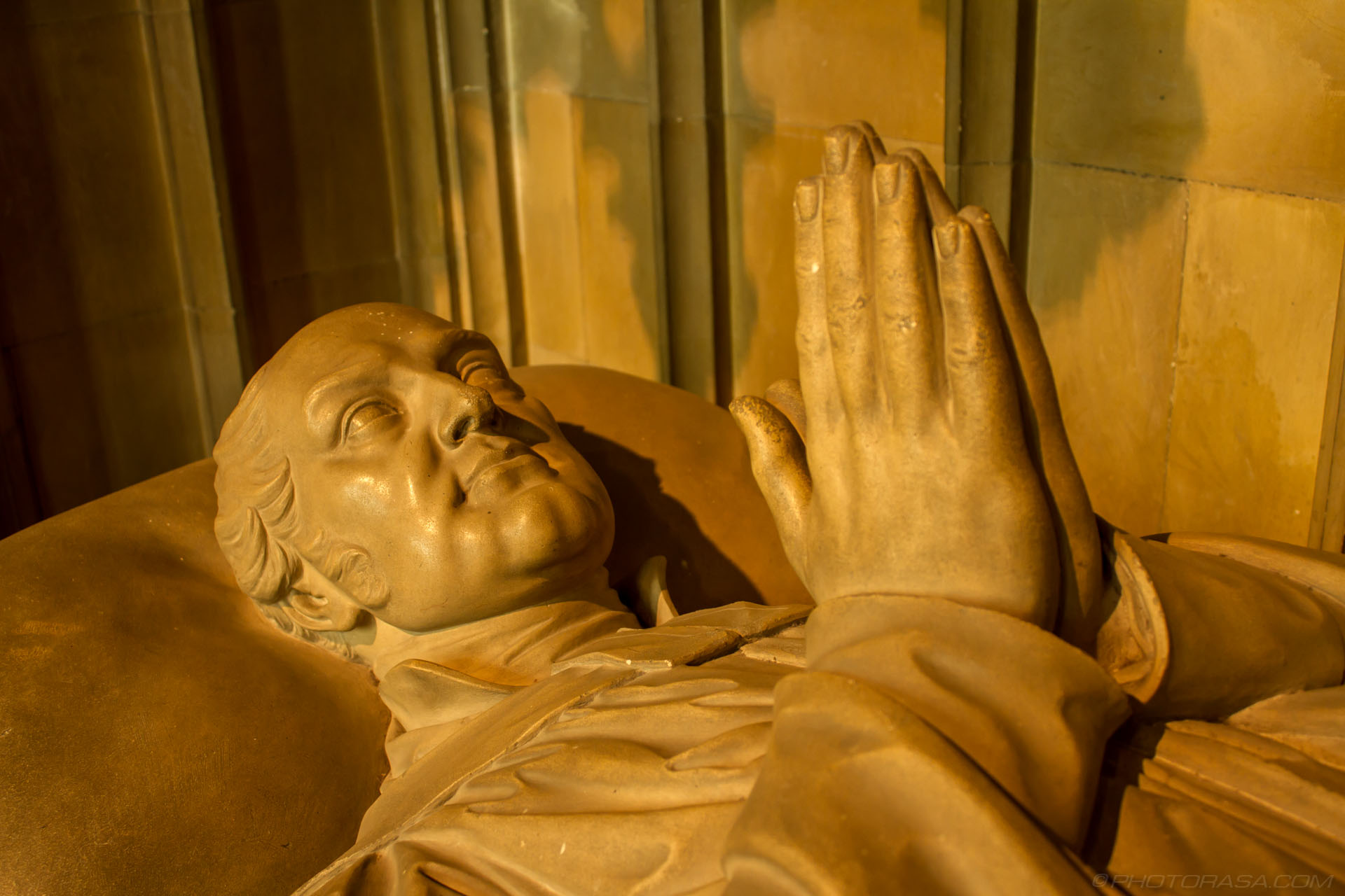 http://photorasa.com/canterbury-cathedral/tomb-statue-in-prayer-of-dean-william-rowe-lyall/