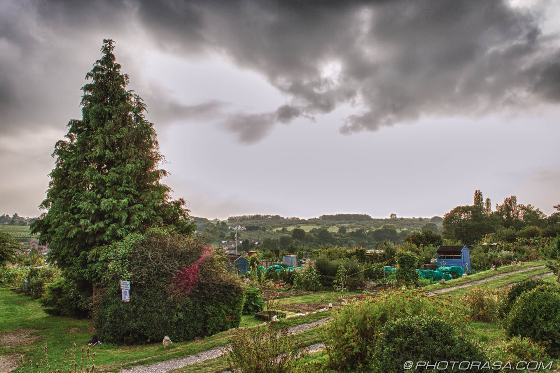 http://photorasa.com/loose-village/dark-clouds-over-the-allotment/