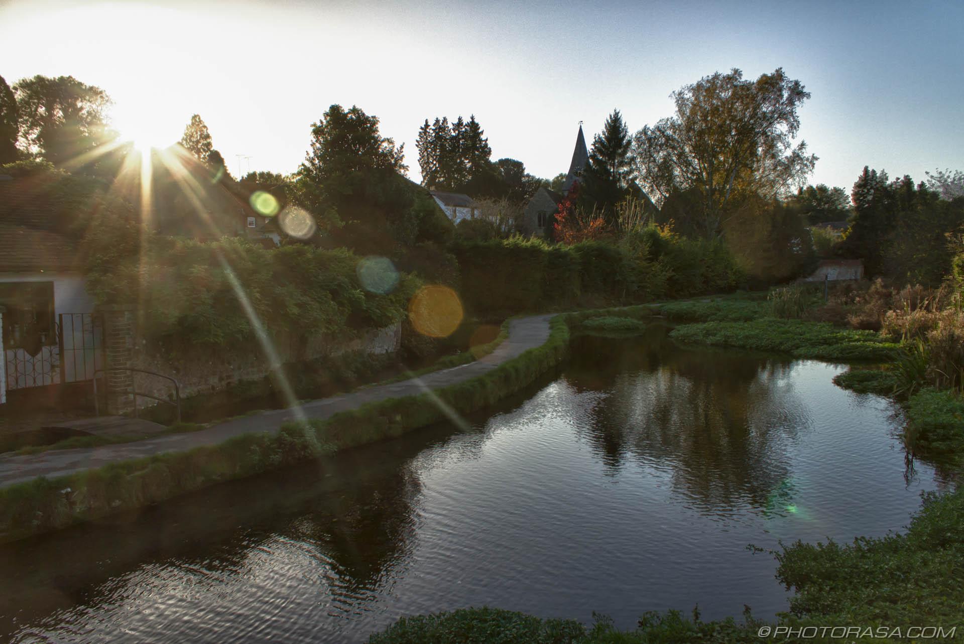 https://photorasa.com/loose-village/loose-stream-and-sunrays/