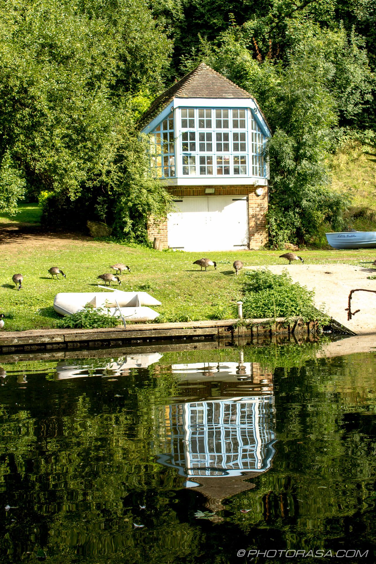 http://photorasa.com/places/maidstone/attachment/boat-house-reflection/