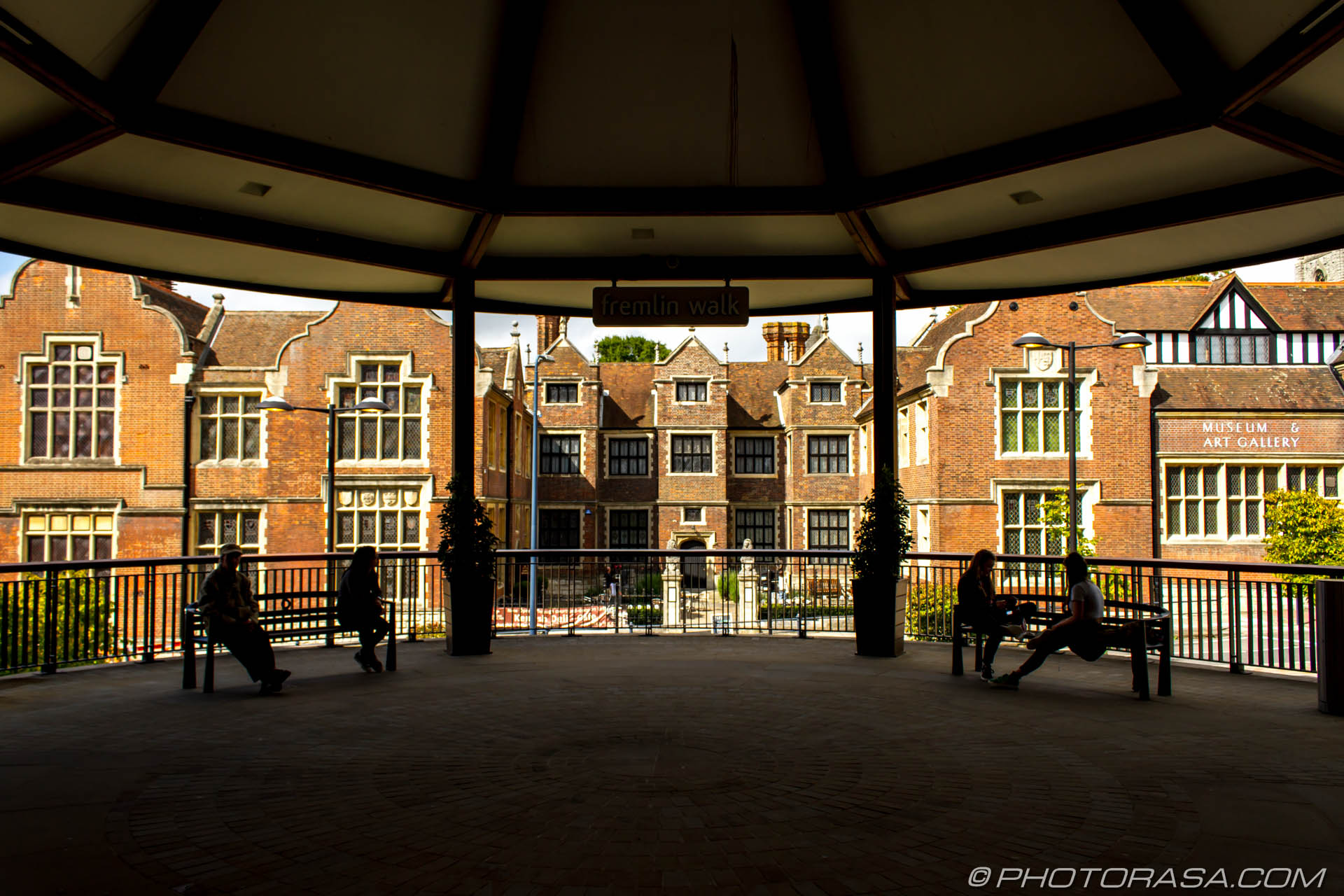 https://photorasa.com/maidstone/maidstone-museum-from-fremlin-walk/