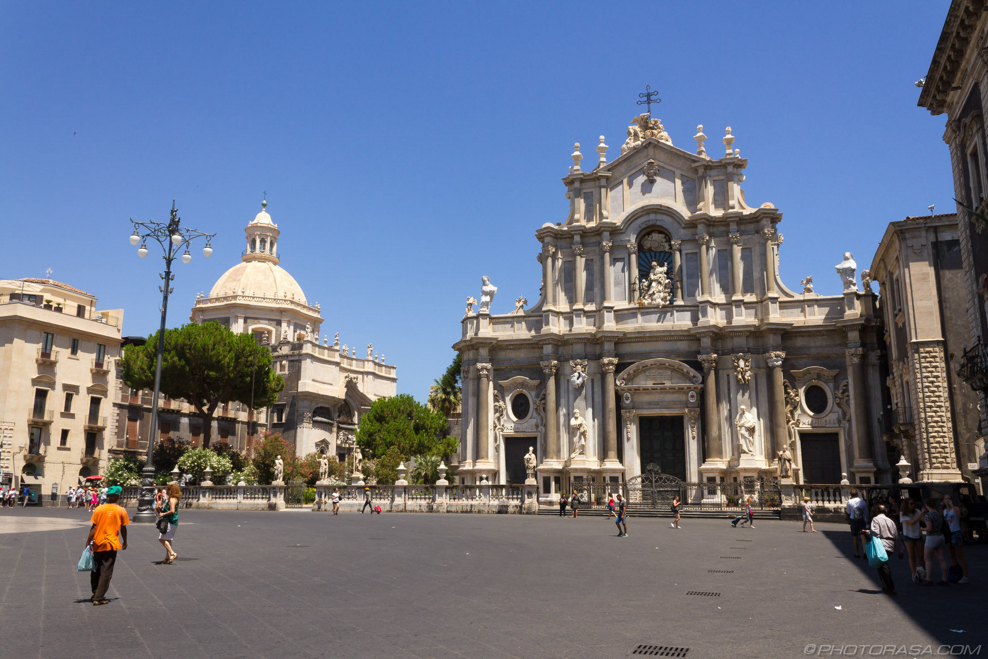 https://photorasa.com/catania/catania-square/