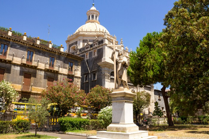 catania statue and square